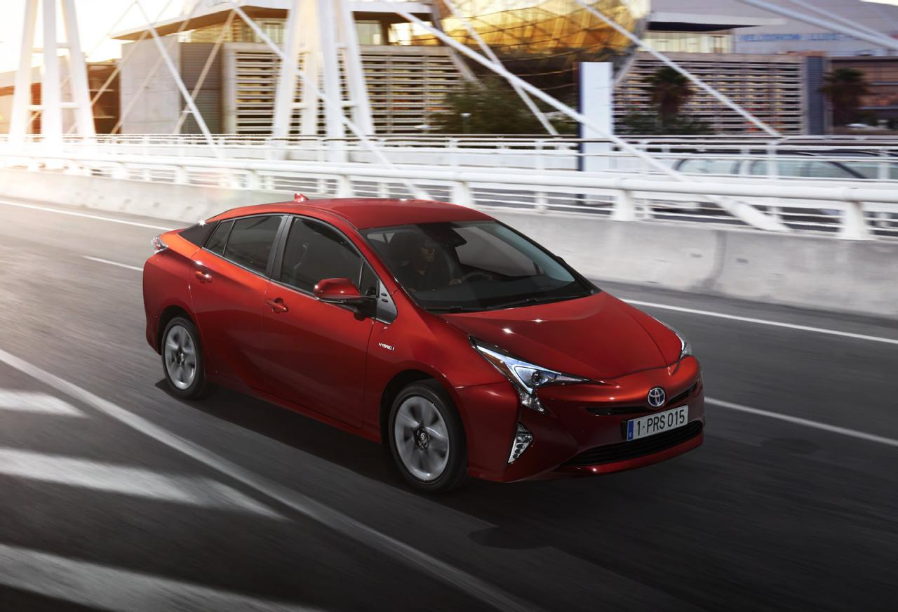 2016 toyota prius meets the audience in las vegas specs remain a mystery autoevolution. Black Bedroom Furniture Sets. Home Design Ideas