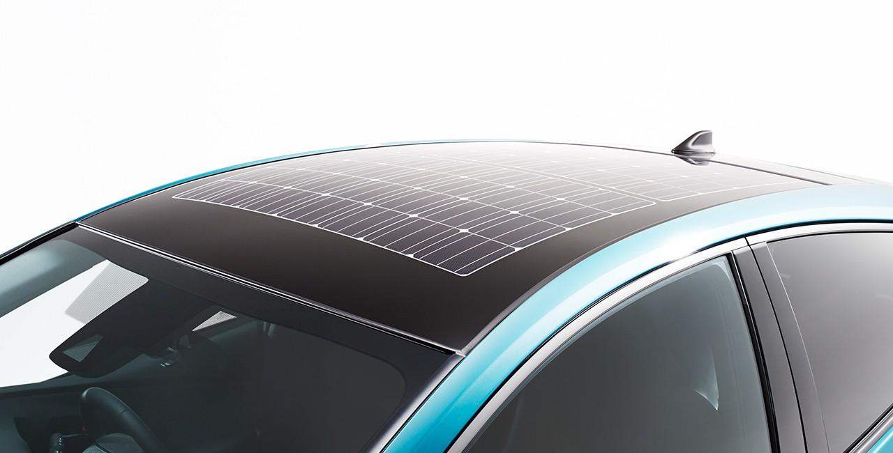 2016 Toyota Prius Phv Solar Roof Option Debuts In Japan