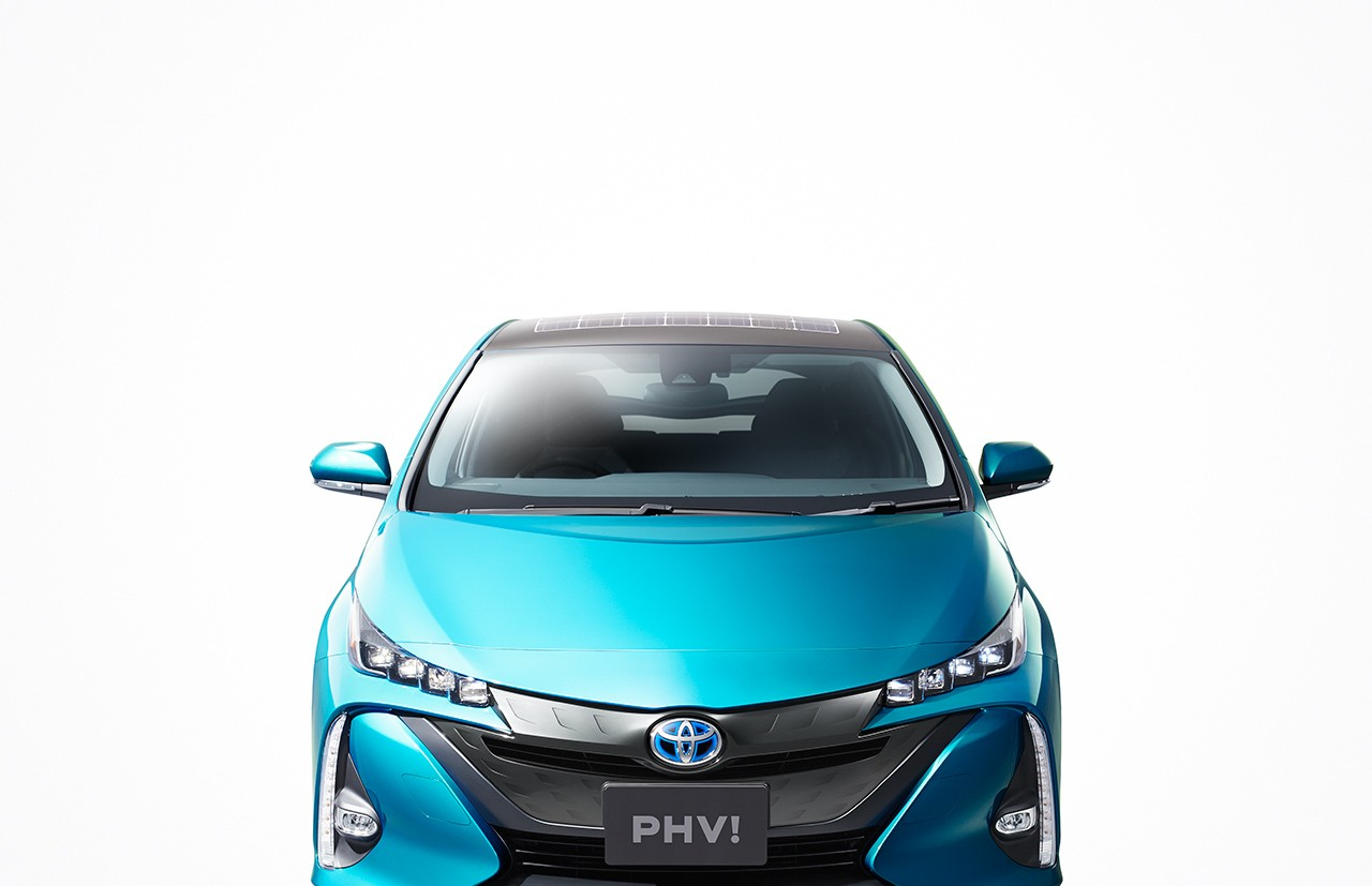 2016 Toyota Prius Phv Solar Roof Option Debuts In Japan