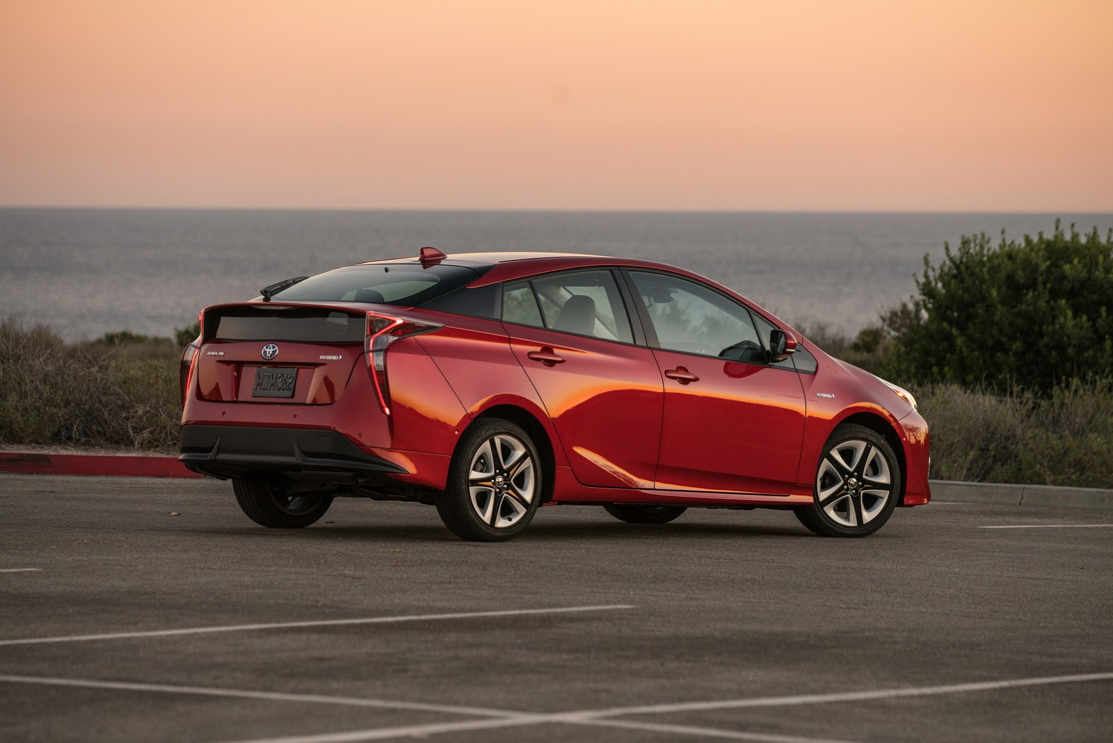 2016 toyota prius pricing in the us starts at 24 200 autoevolution. Black Bedroom Furniture Sets. Home Design Ideas