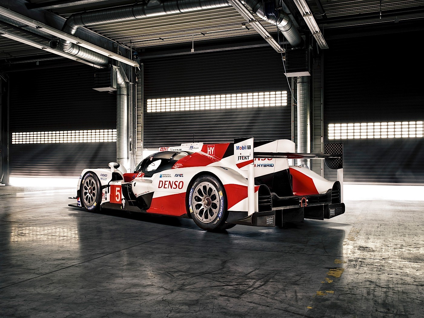 Hybrid Race Car Le Mans