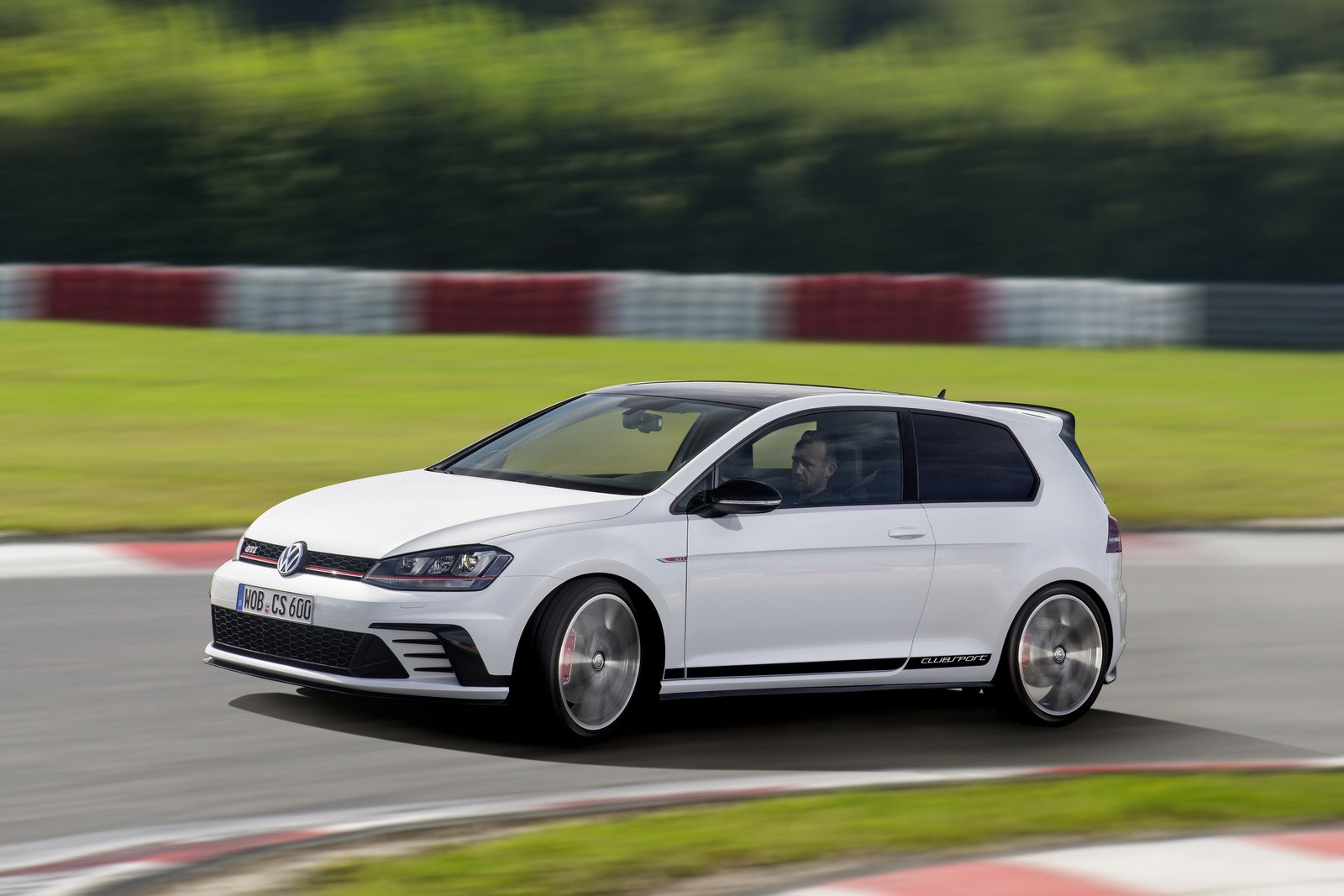 2016 volkswagen golf gti clubsport revealed as the most. Black Bedroom Furniture Sets. Home Design Ideas
