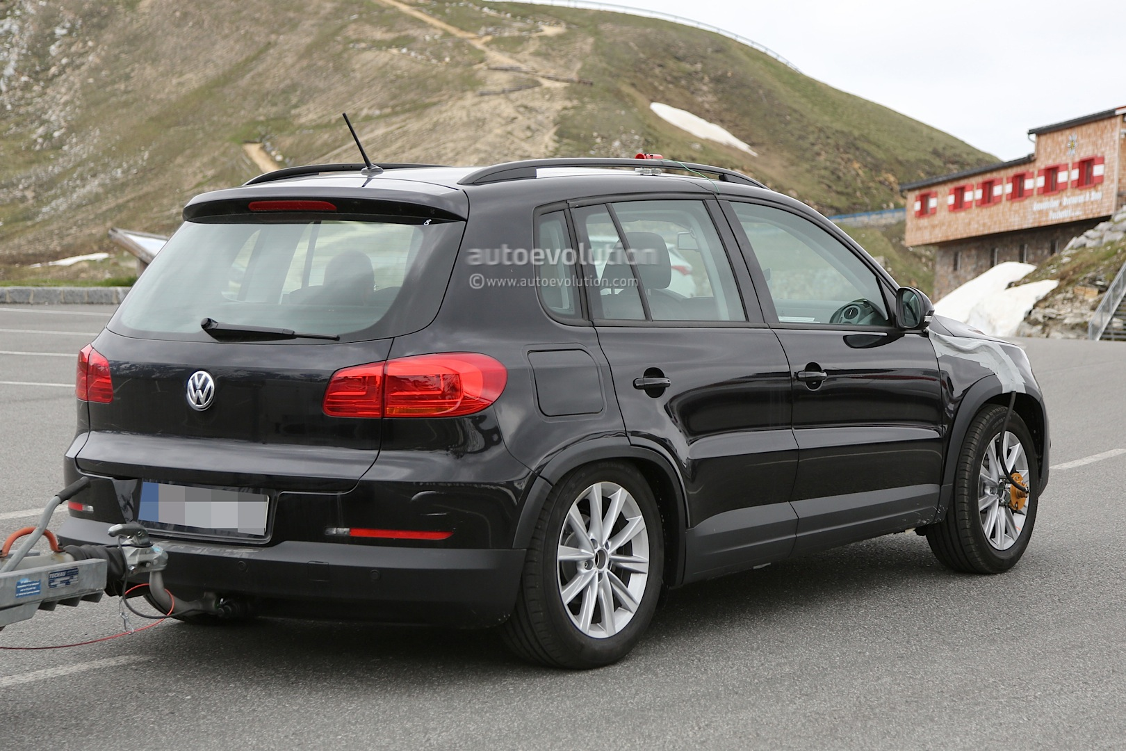 2016 Volkswagen Tiguan Spy Photos: First Glimpses of the Interior