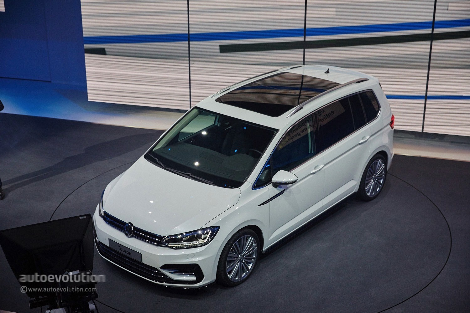 2016 volkswagen touran debuts class leading mpv technologies in geneva autoevolution. Black Bedroom Furniture Sets. Home Design Ideas