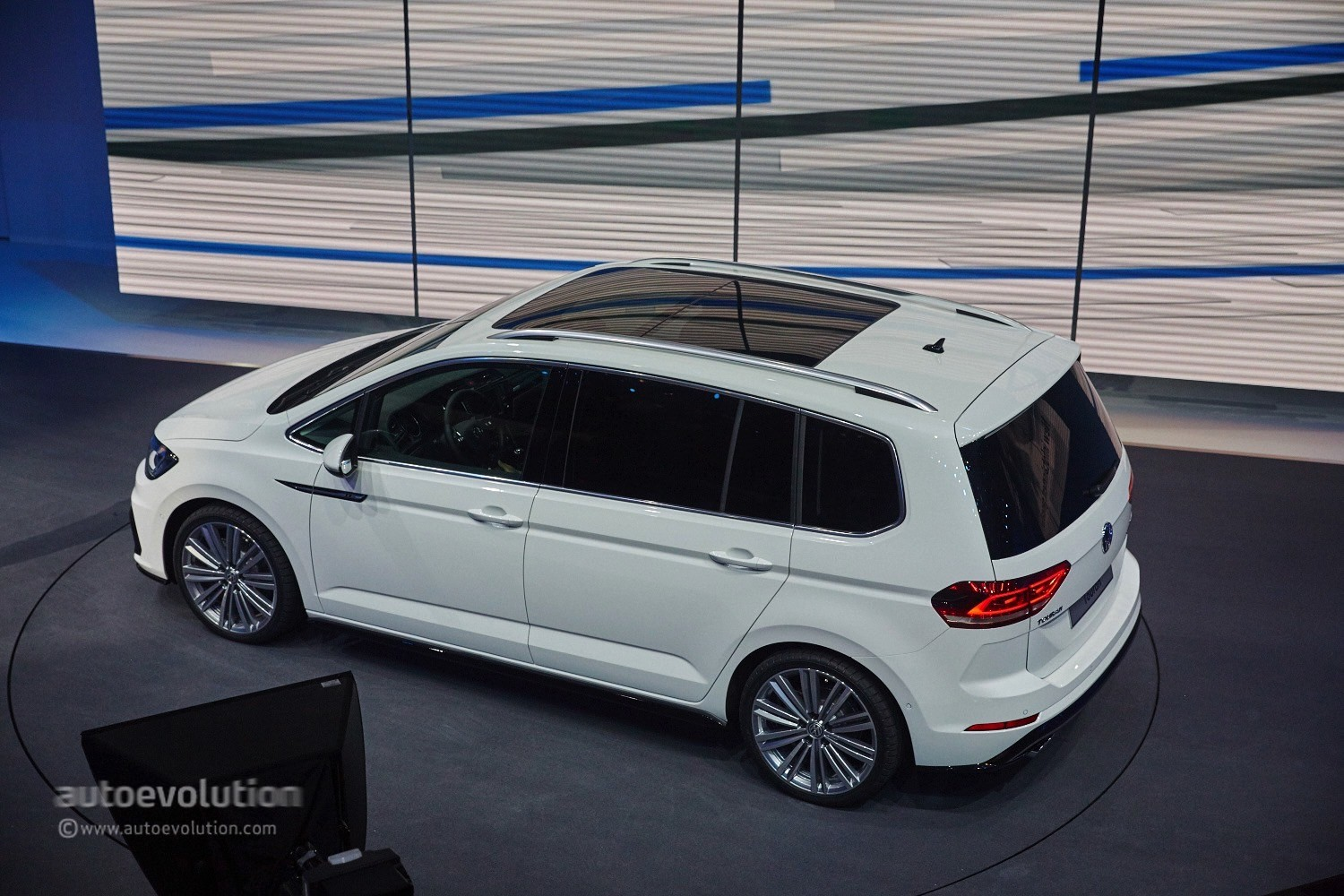 lastcarnews 2016 volkswagen touran debuts class leading mpv technologies in geneva. Black Bedroom Furniture Sets. Home Design Ideas