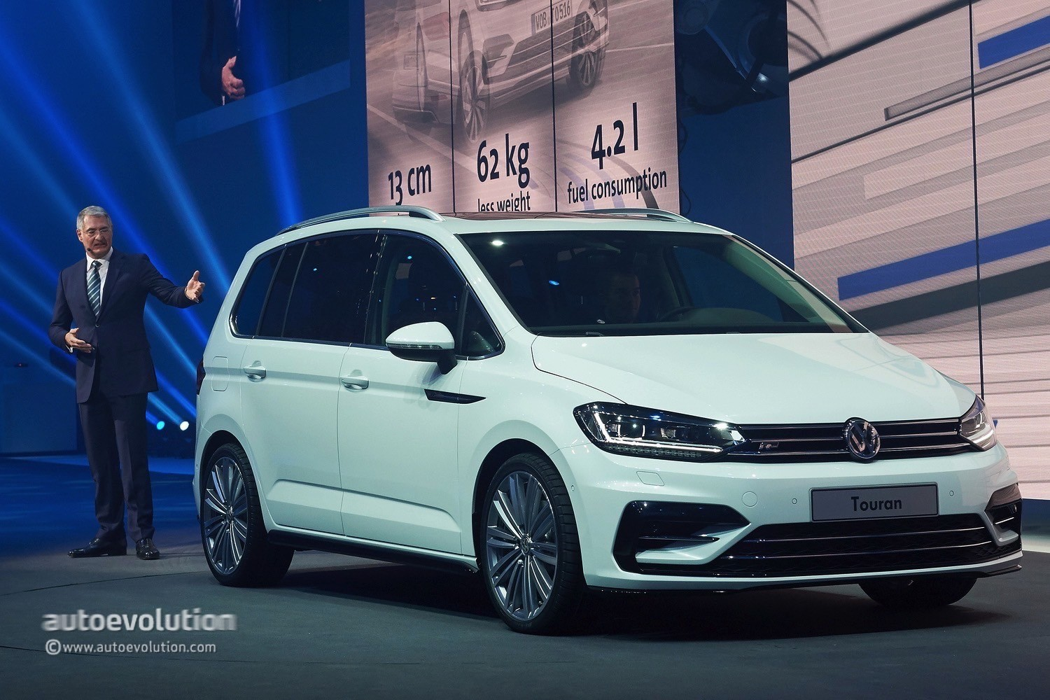 Volkswagen Touran Enters Production In Wolfsburg Configurator Launched on 1 4 Tsi Engine