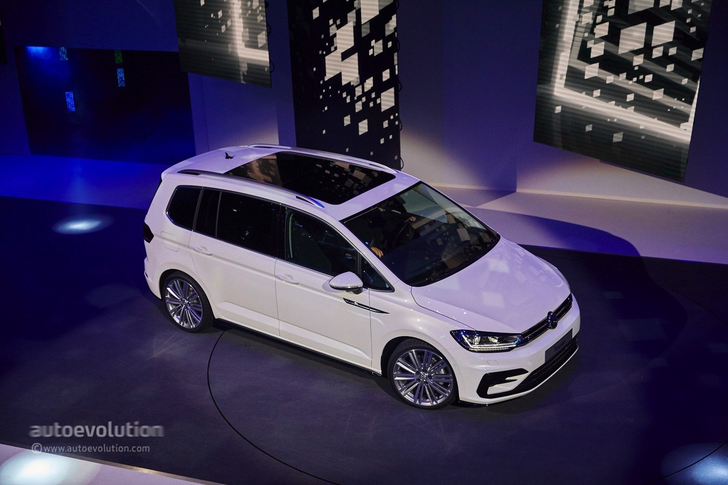 2016 Volkswagen Touran R Line Package Launched In Germany German Motor Wiring Diagrams Live Photos