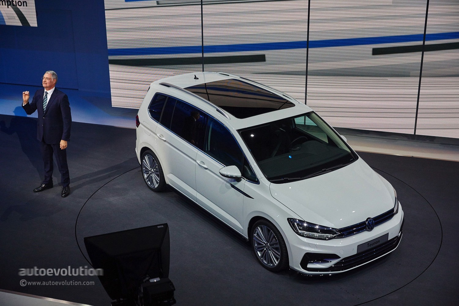2016 Volkswagen Touran R-Line Package Launched in Germany ...
