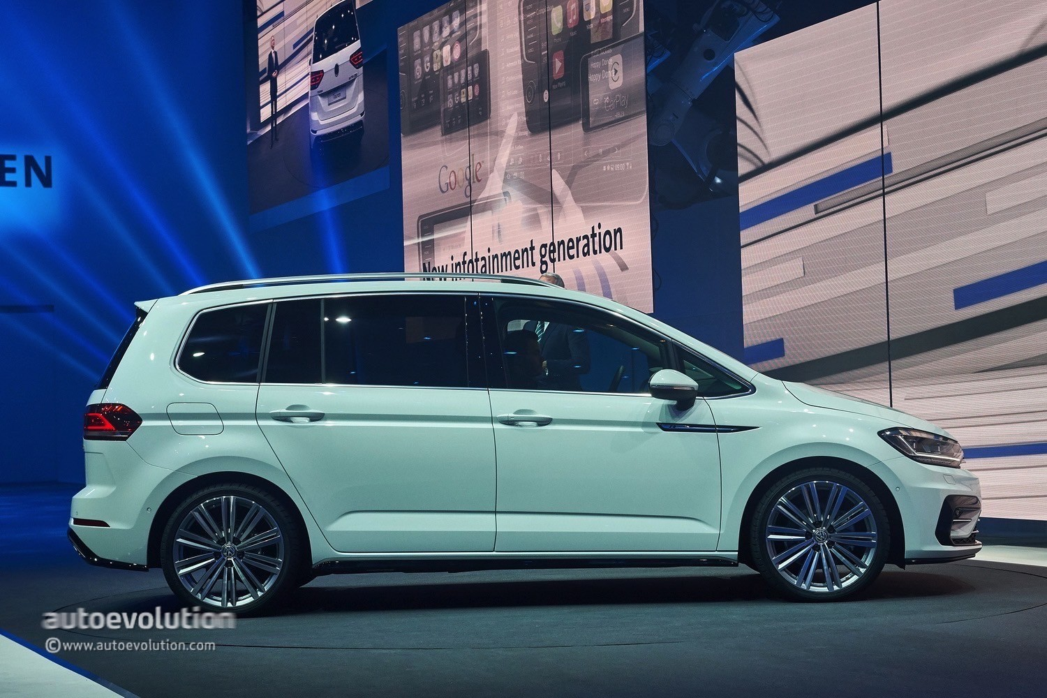 2016 volkswagen touran r line package launched in germany autoevolution. Black Bedroom Furniture Sets. Home Design Ideas