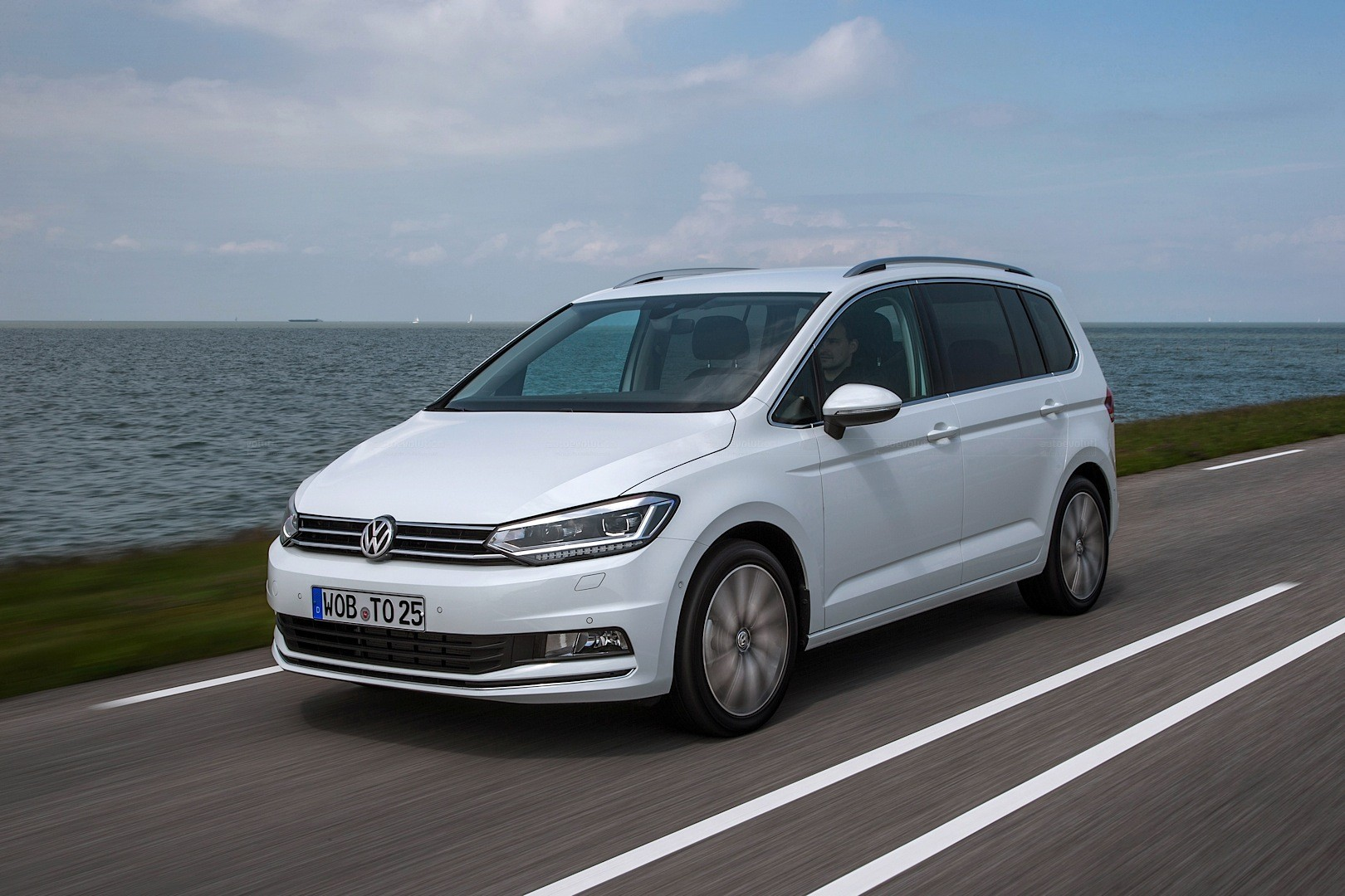 Right Choice Auto >> 2016 Volkswagen Touran R-Line Package Launched in Germany - autoevolution