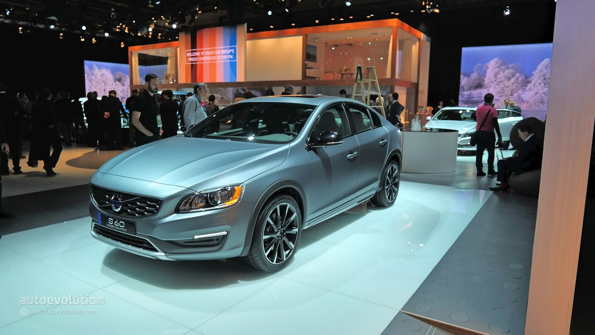 Drive Away Auto Sales >> 2016 Volvo S60 Cross Country Bows at Detroit Wearing Matte Grey Finish [Live Photos] - autoevolution
