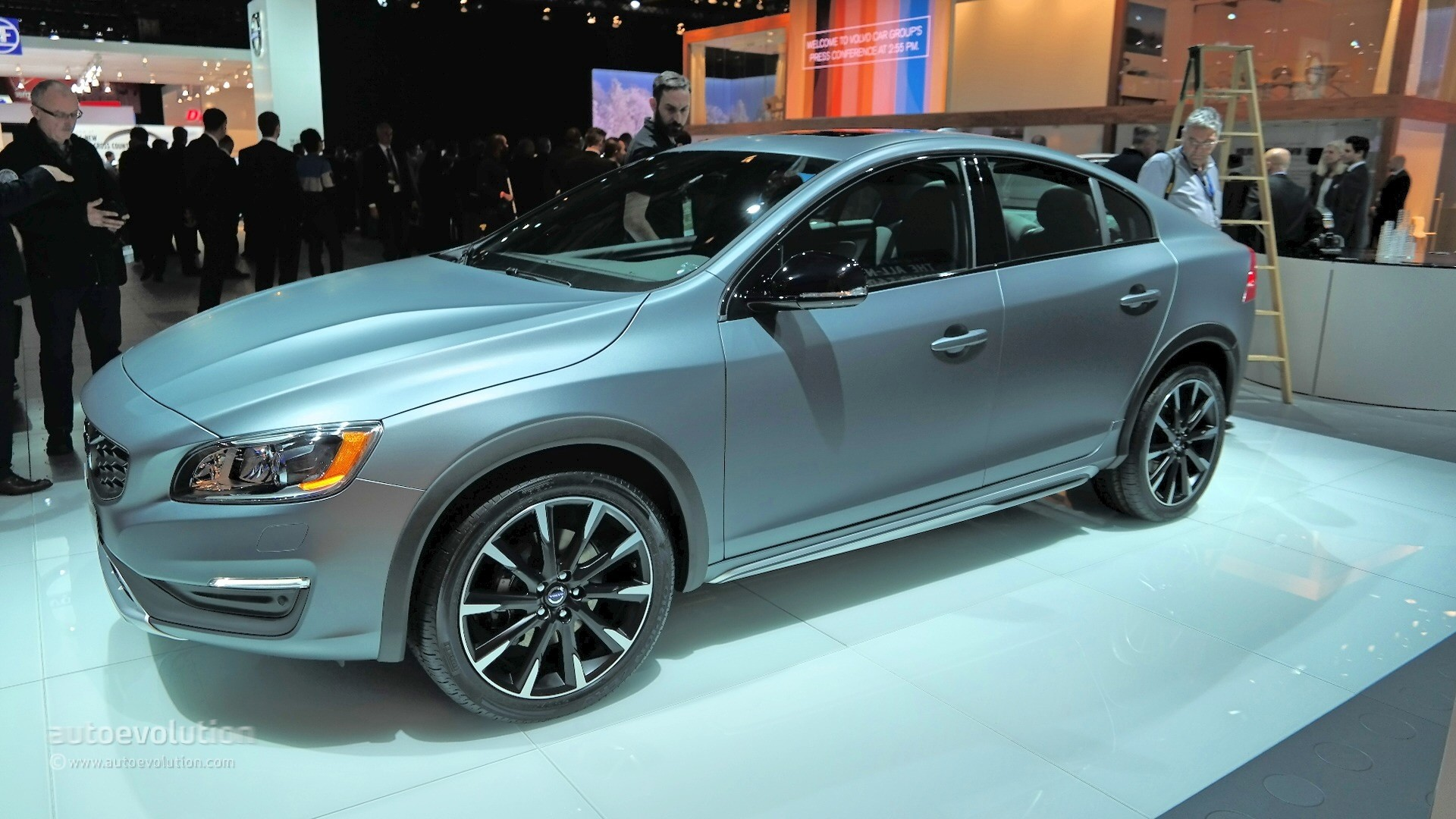 2016 Volvo S60 Cross Country Bows at Detroit Wearing Matte Grey Finish [Live Photos] - autoevolution
