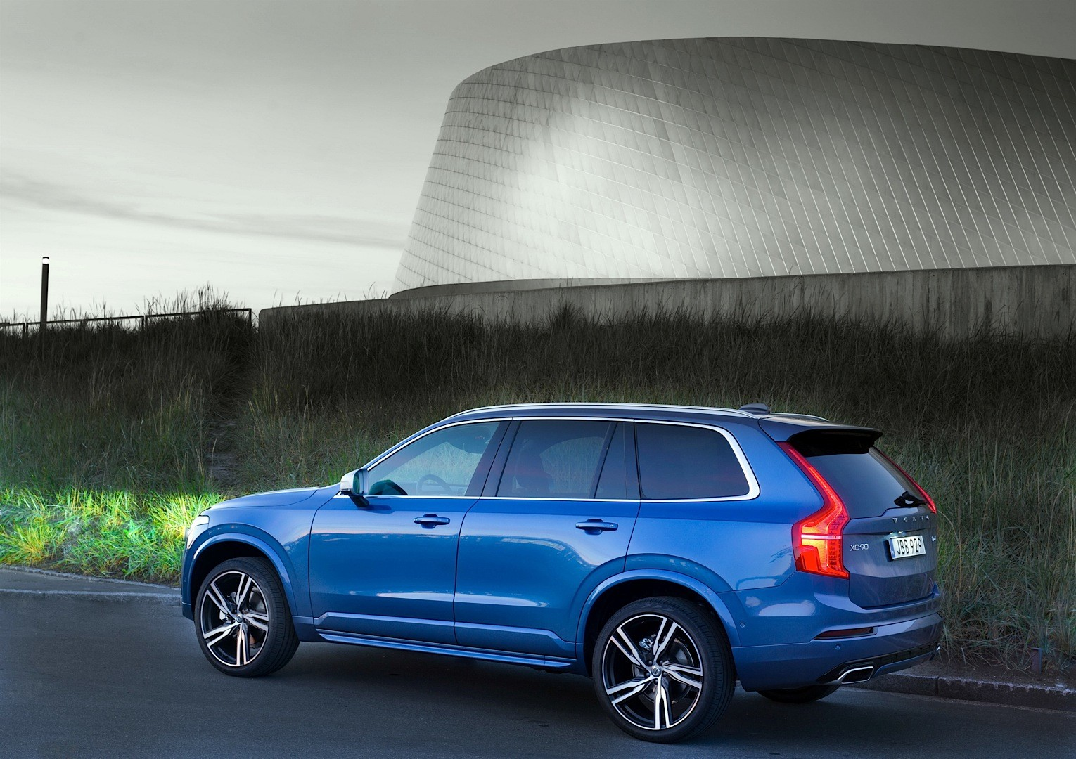 2016 Volvo XC90 R-Design Shows More Aggressive Design and ...