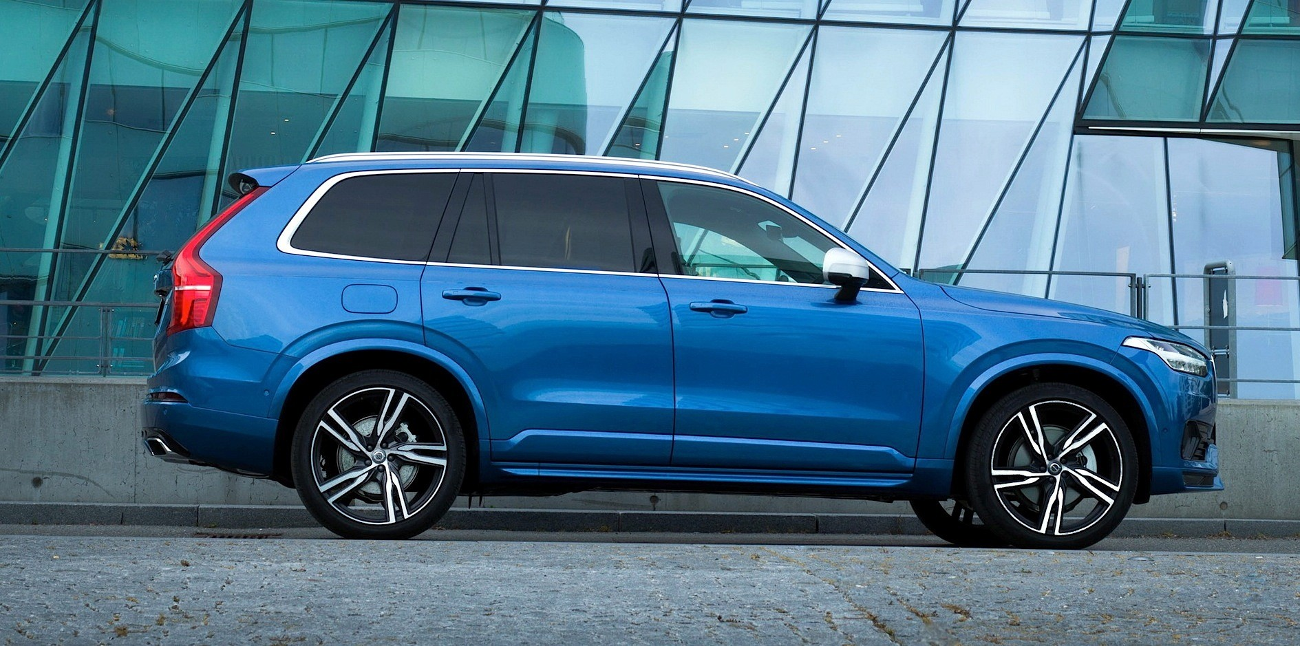 2016 Volvo XC90 R-Design Shows More Aggressive Design and 22-inch Wheels - autoevolution