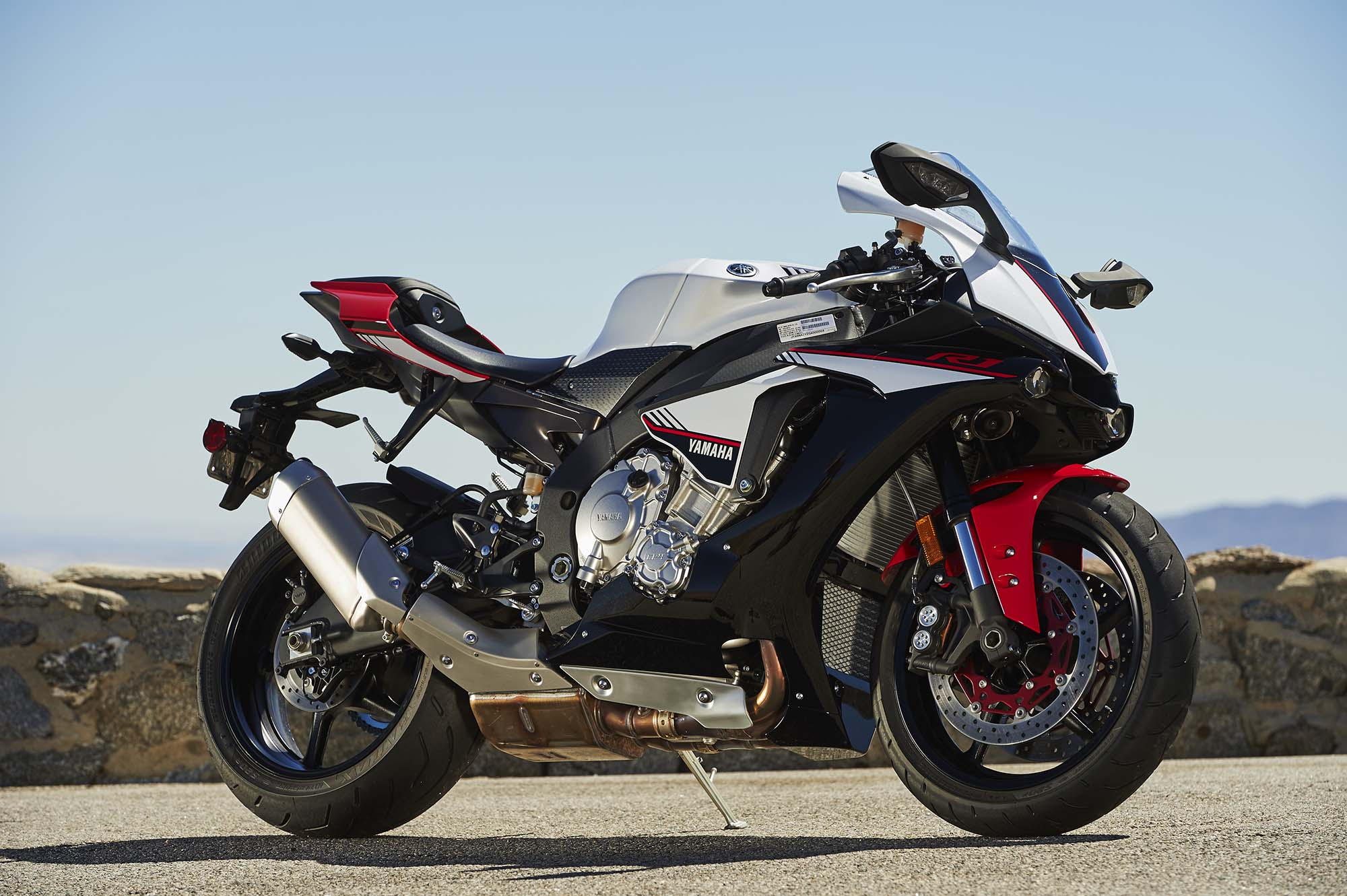 2016 yamaha yzf r1s is a superbike for budget oriented for 2016 yamaha r1s