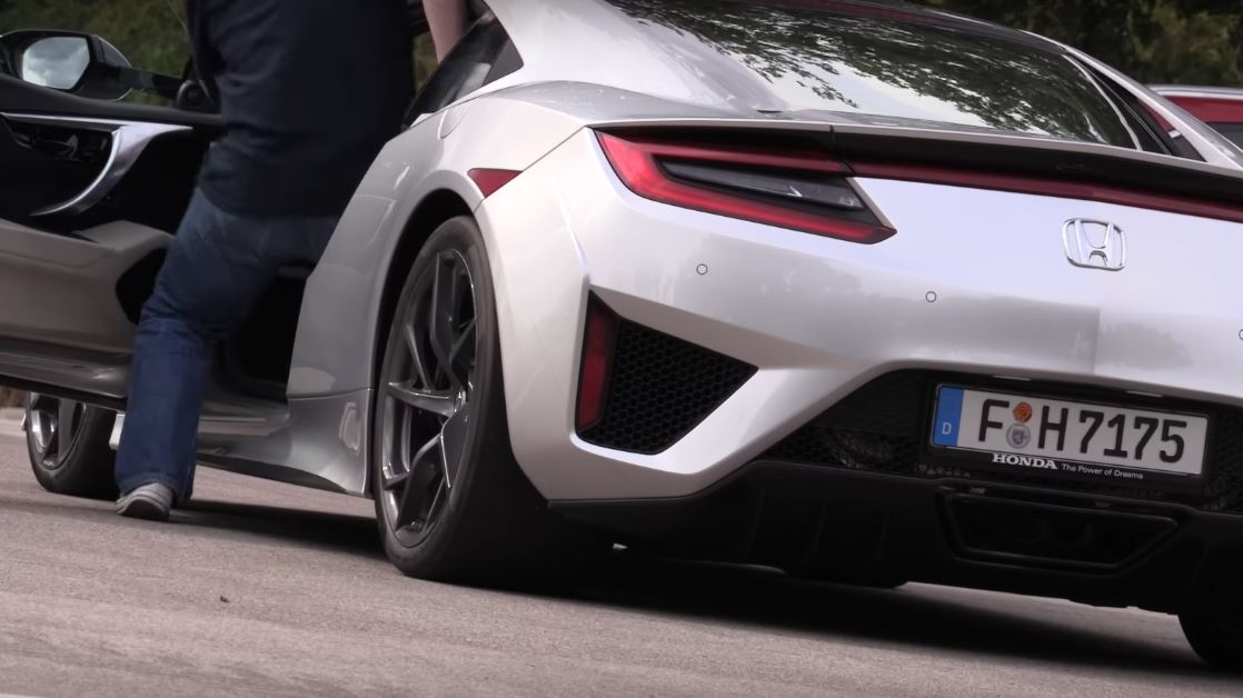 2017 Acura NSX Goes Flat Out in Autobahn Top Speed Test ...
