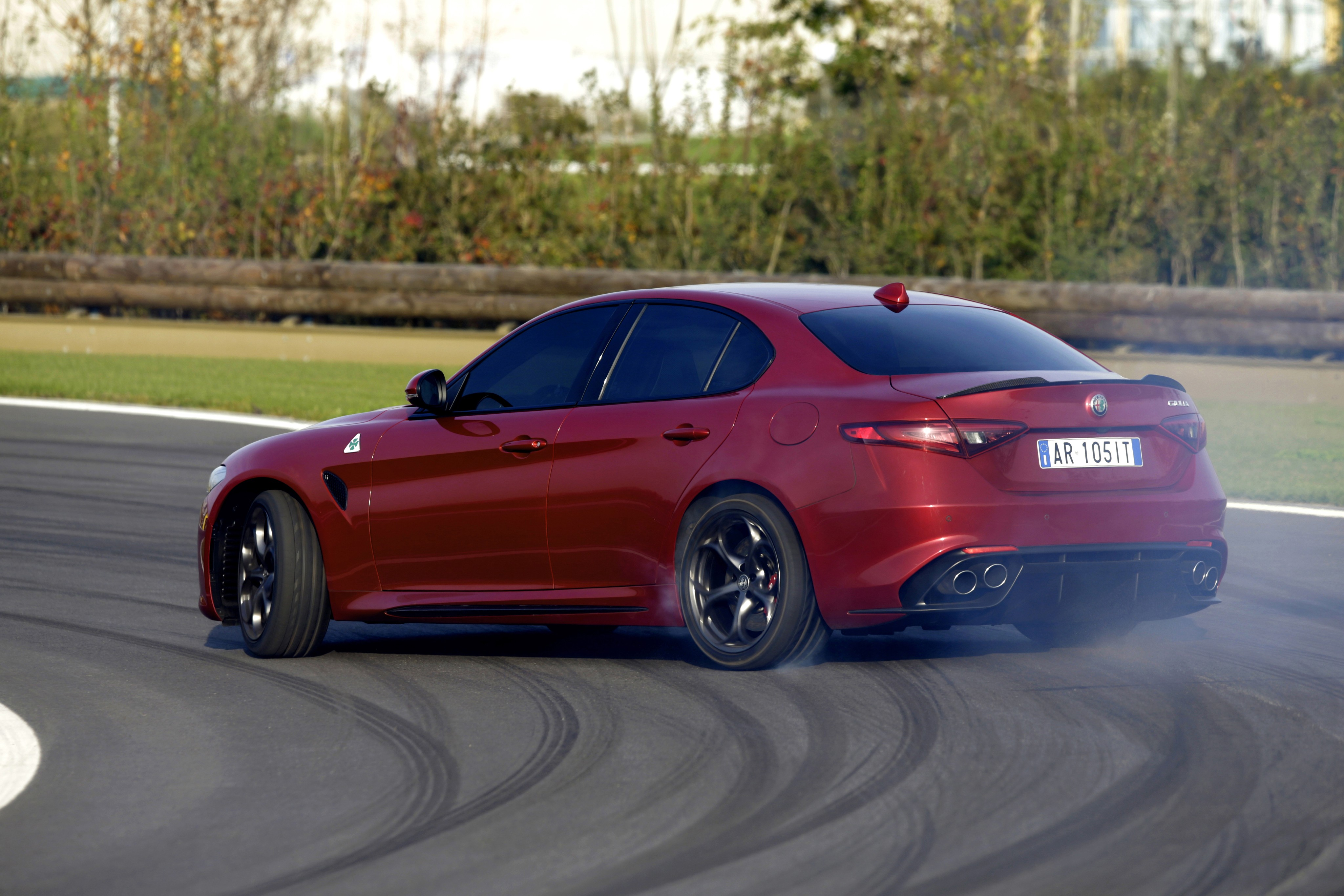 2017 alfa romeo giulia 2 0 turbo priced in the uk from 29 180 autoevolution. Black Bedroom Furniture Sets. Home Design Ideas