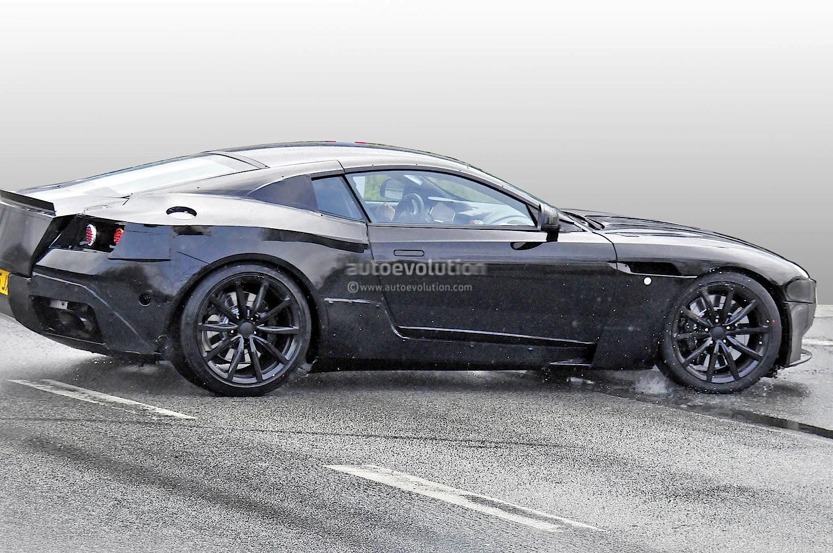 2016 - [Aston Martin] DB11 2017-aston-martin-db9-successor-prototype-spyshots-show-db10-like-silhouette-digital-dashboard-intercoolers_2