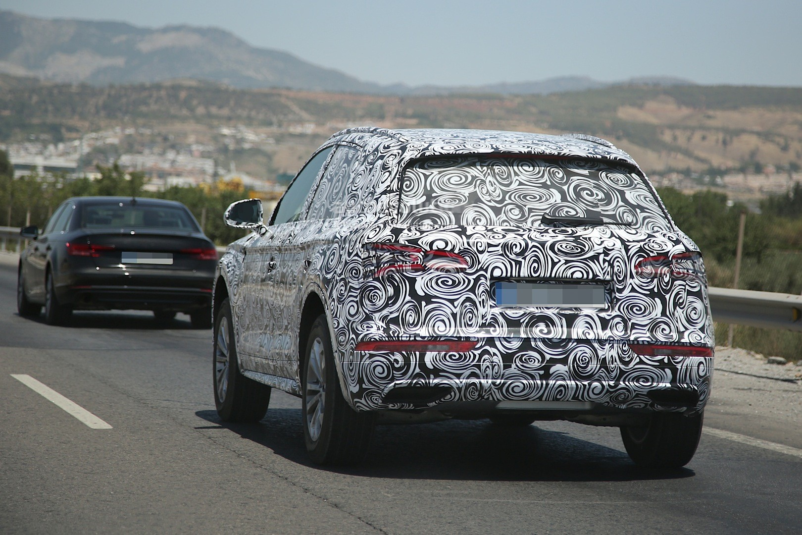 Audi Q Makes Spy Photo Debut With New Family Face Autoevolution - Audi q5 family car