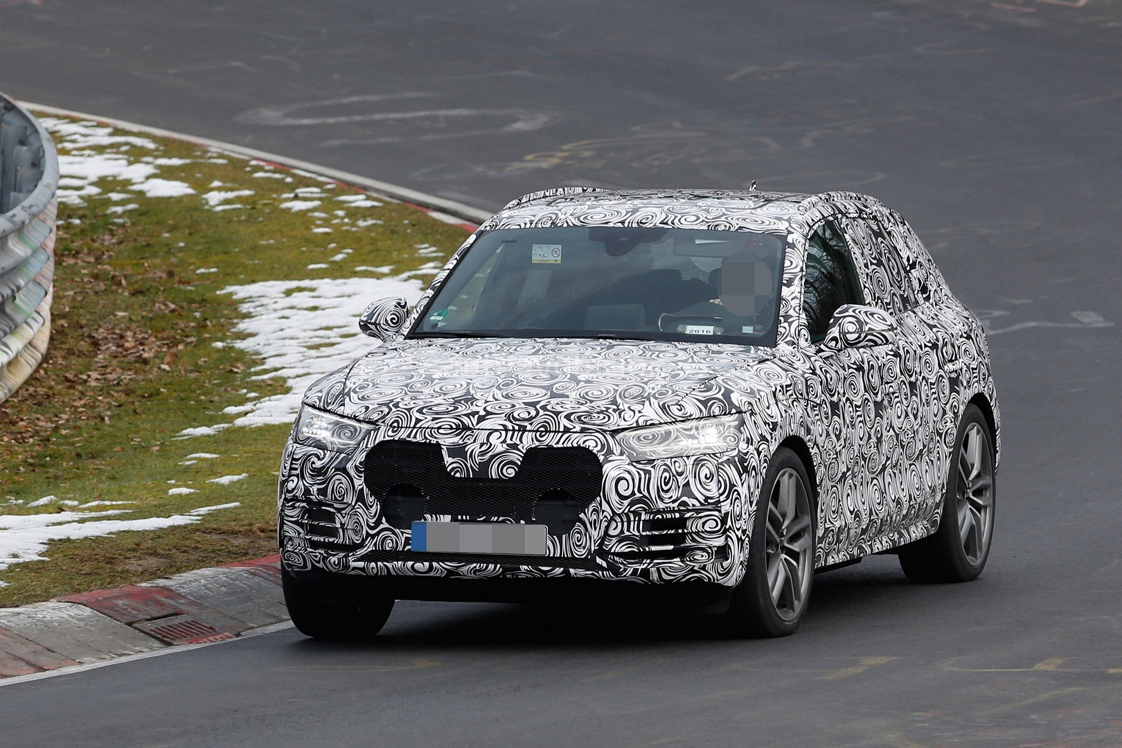 2017 Audi Q5 Shows LED Headlights and Dual Exhaust During Nurburgring Testing - autoevolution
