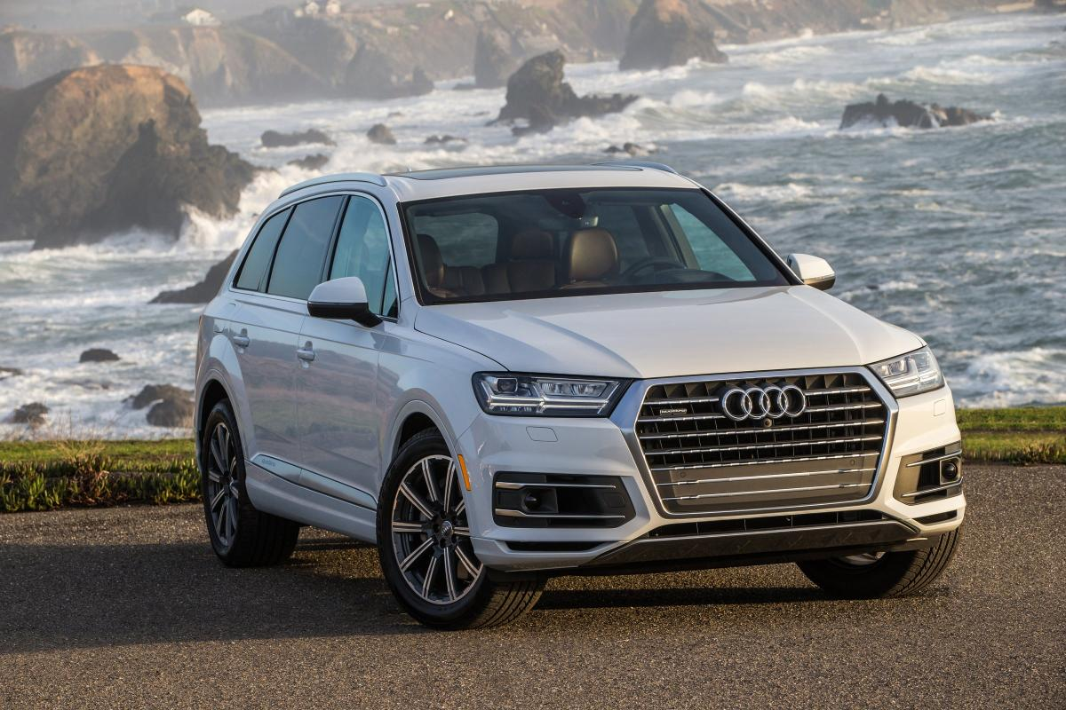 2017 audi q7 aces crash test earns top safety pick award from the iihs autoevolution