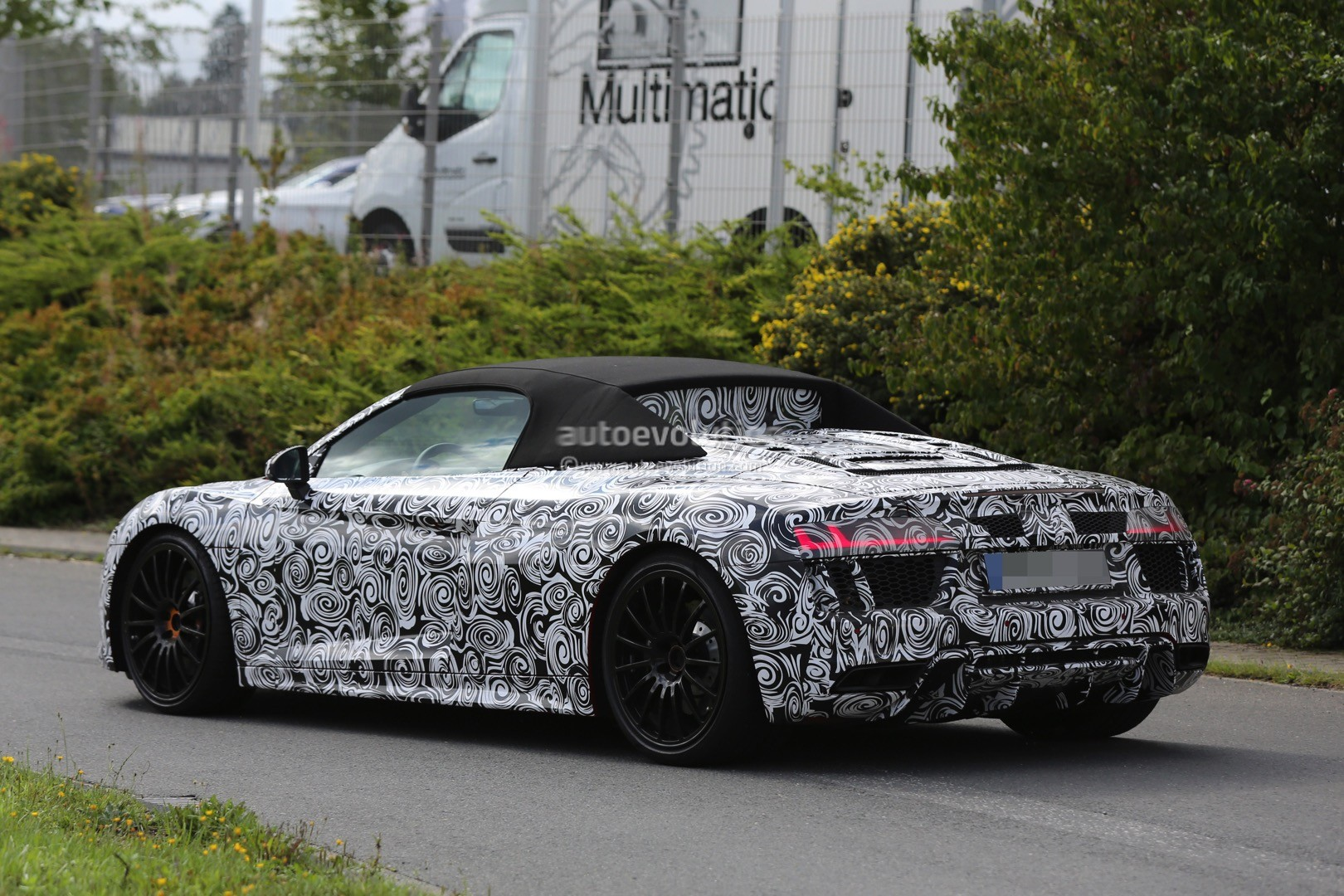 2017 audi r8 spyder spied again could challenge turbo s. Black Bedroom Furniture Sets. Home Design Ideas
