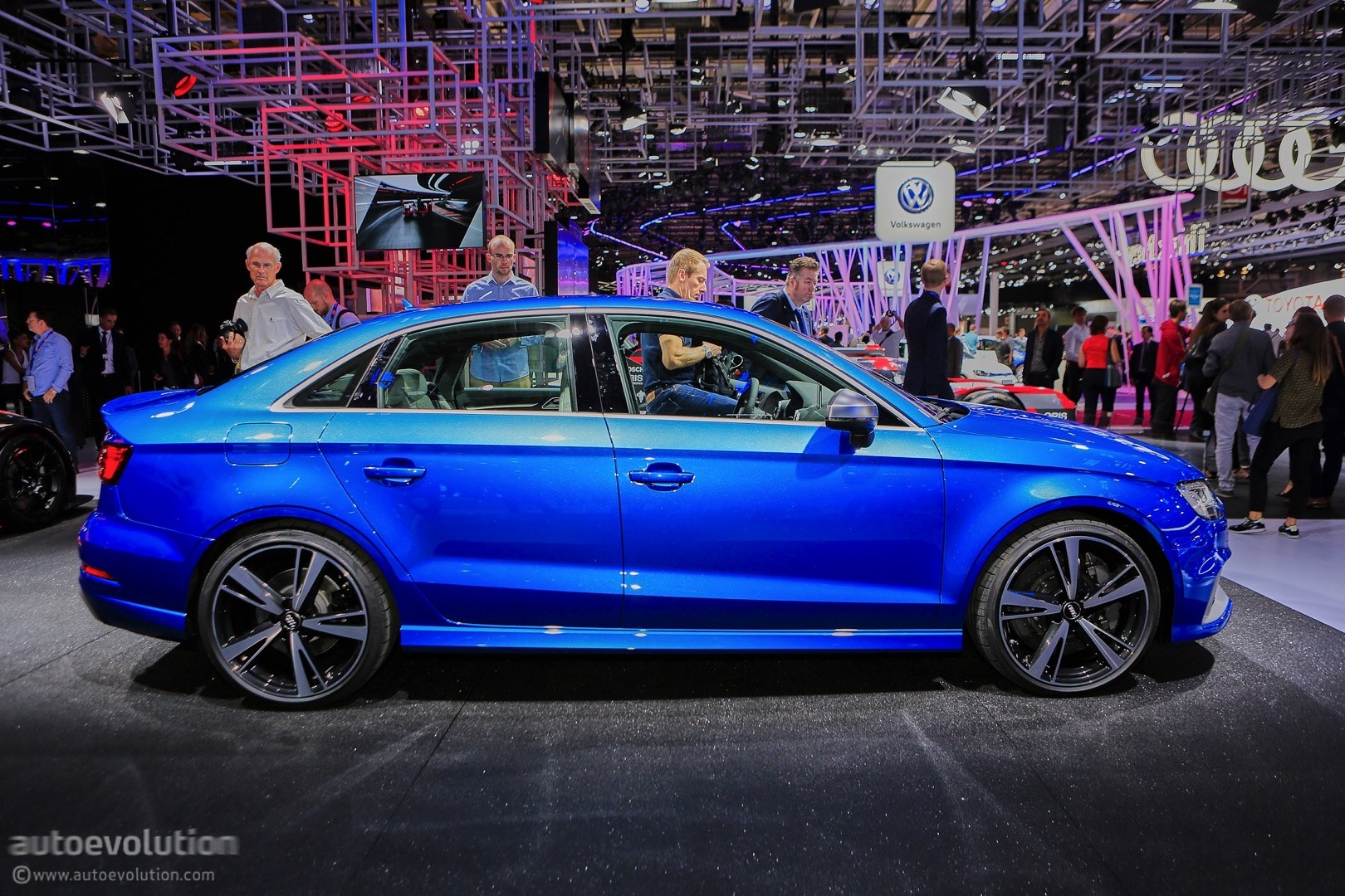 2017 audi rs3 sedan drops by the 2016 paris motor show autoevolution. Black Bedroom Furniture Sets. Home Design Ideas