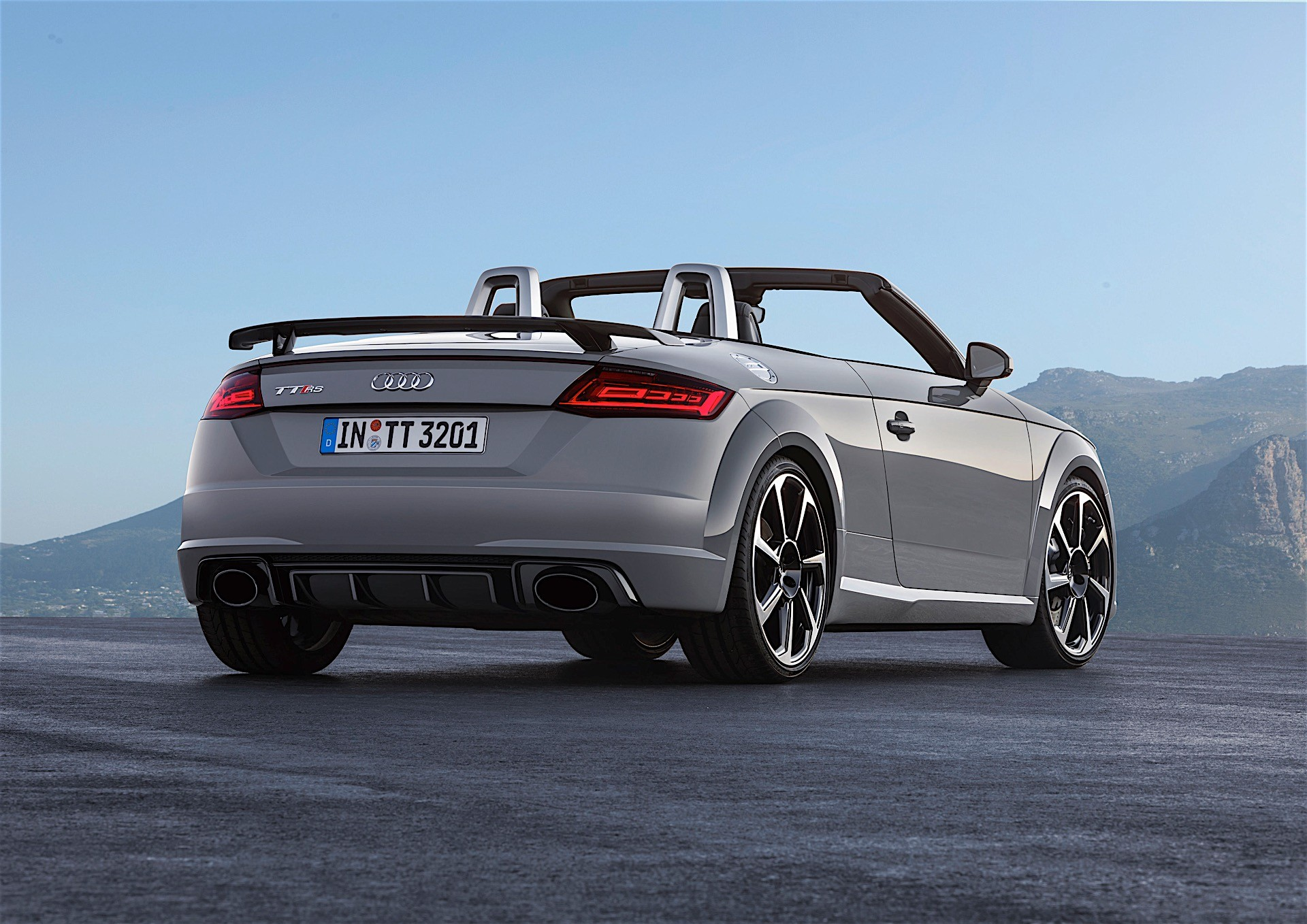 2017 audi tt rs roadster and coupe bow in beijing with 400. Black Bedroom Furniture Sets. Home Design Ideas