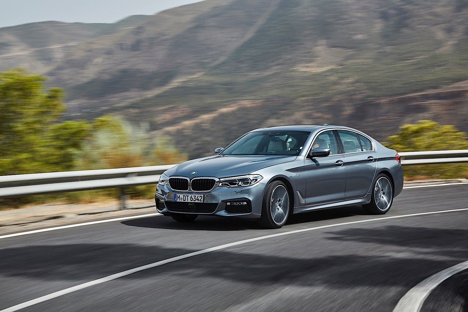 2017 bmw 5 series leaked brochure reveals prices start at 36 025 in the uk autoevolution. Black Bedroom Furniture Sets. Home Design Ideas