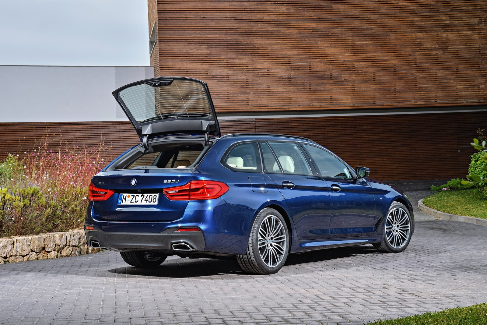 2017 bmw 5 series touring g31 launch films are about wagon lifestyle autoevolution. Black Bedroom Furniture Sets. Home Design Ideas