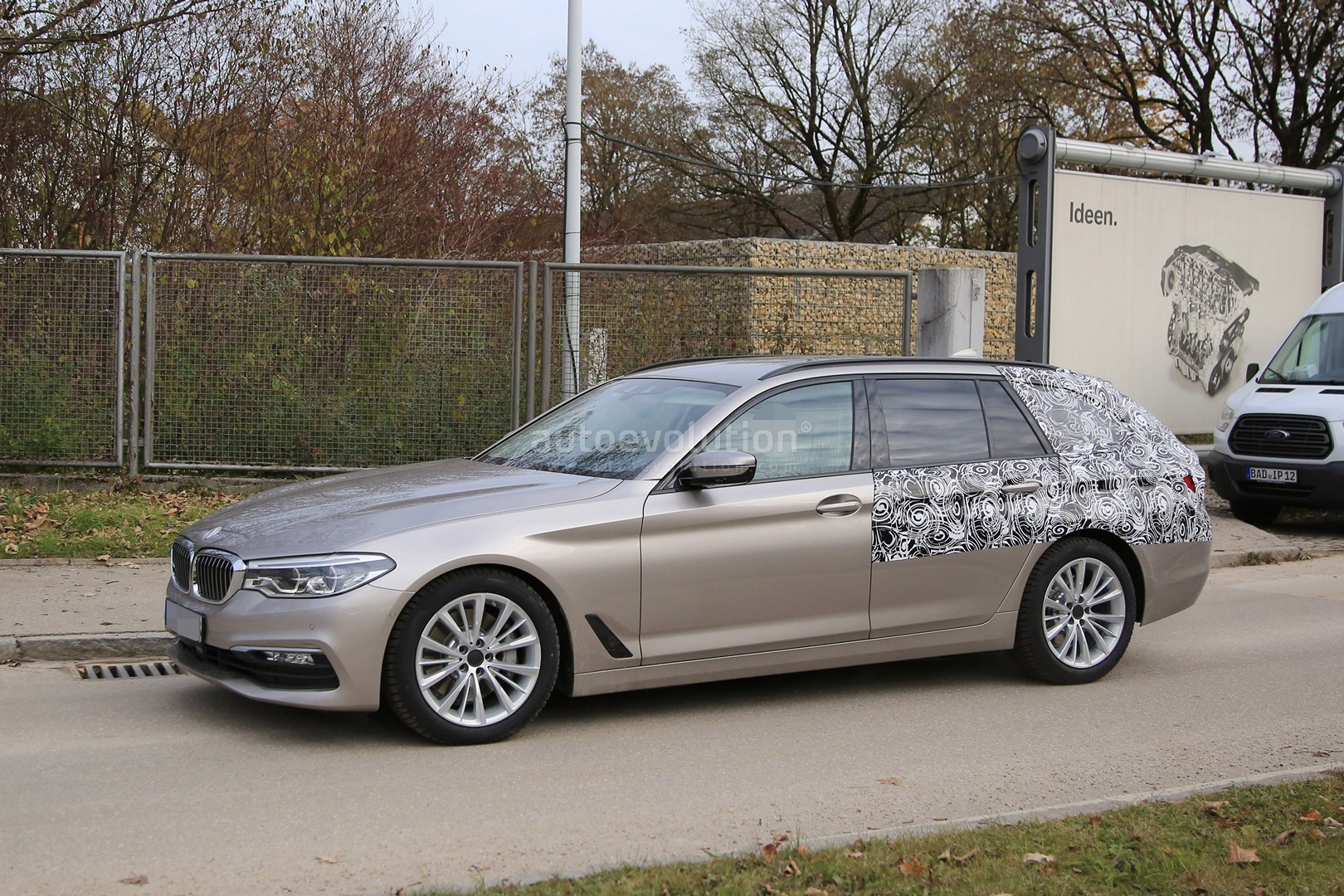2016 - [BMW] Série 5 Berline & Touring [G30/G31] - Page 26 2017-bmw-5-series-touring-sheds-camo-likely-to-debut-in-geneva_3