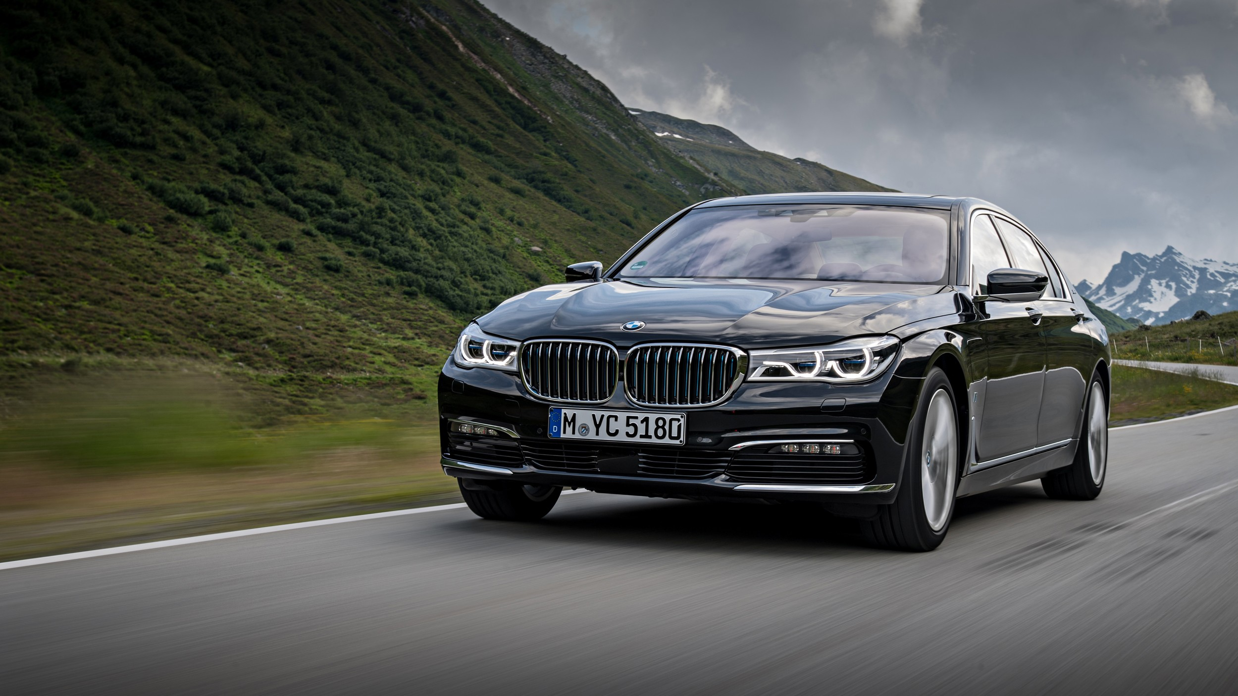 2017 bmw 740e iperformance goes official available in lwb guise and with xdrive autoevolution. Black Bedroom Furniture Sets. Home Design Ideas