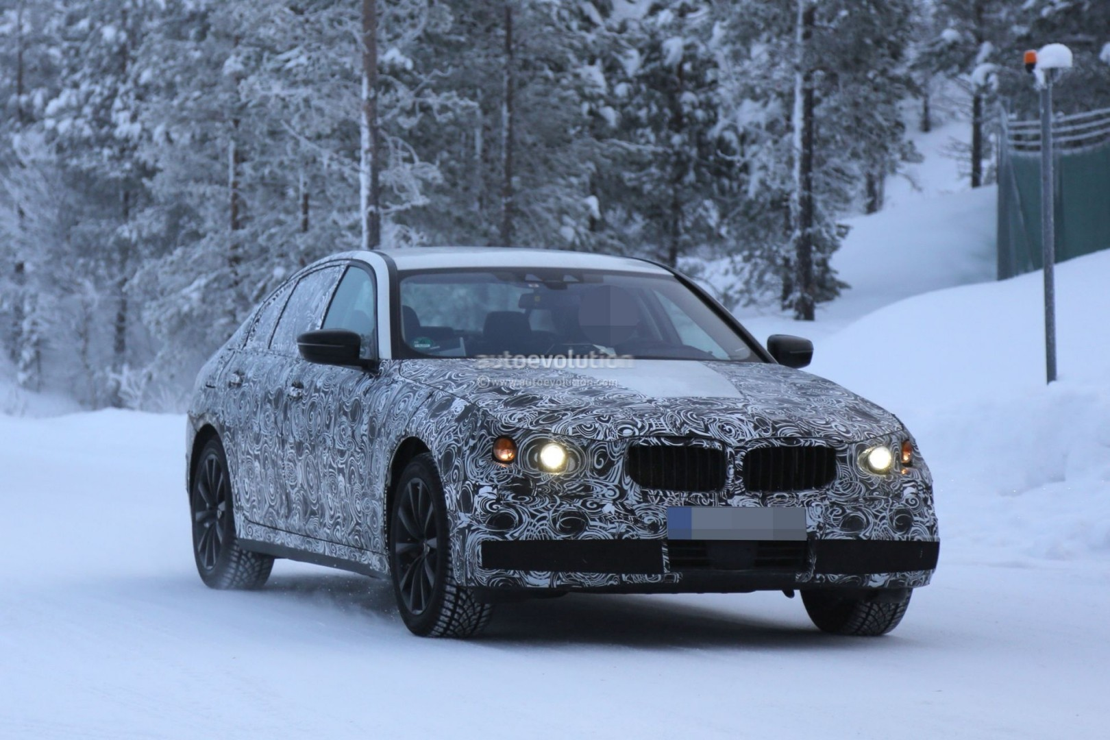 2016 - [BMW] Série 5 Berline & Touring [G30/G31] - Page 6 2017-bmw-g30-5-series-plug-in-hybrid-spied-testing-near-the-arctic-circle-photo-gallery_2