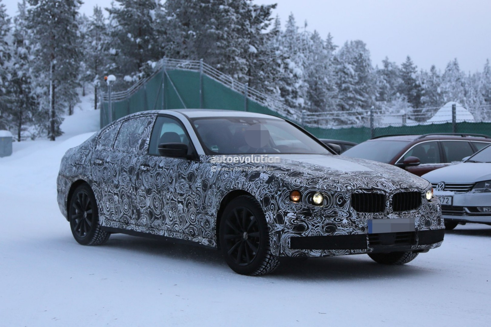 2017 bmw g30 5 series plug in hybrid spied testing near the arctic circle autoevolution. Black Bedroom Furniture Sets. Home Design Ideas