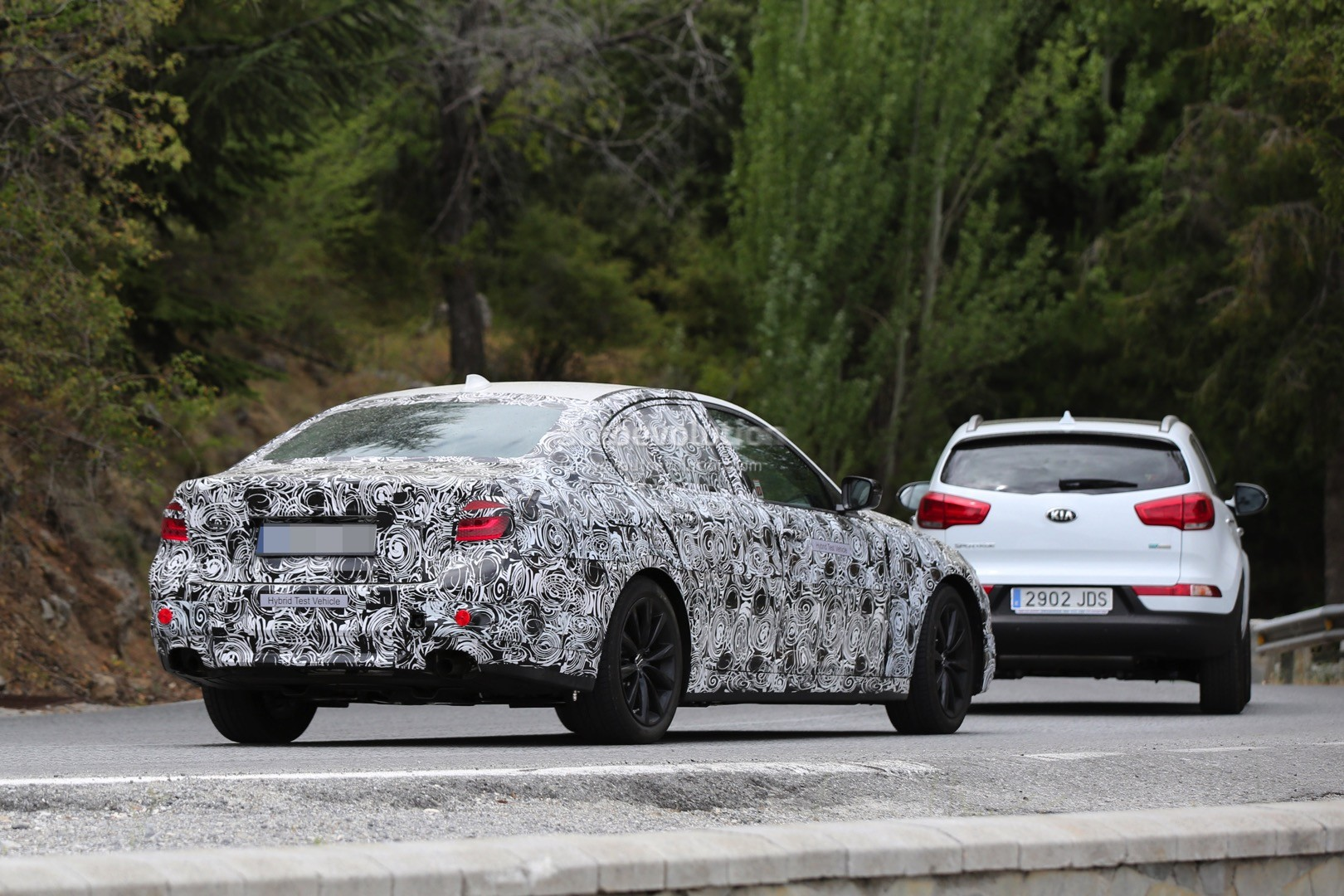 2017 bmw g30 5 series spied closer prototype interior hints at 7 series autoevolution. Black Bedroom Furniture Sets. Home Design Ideas