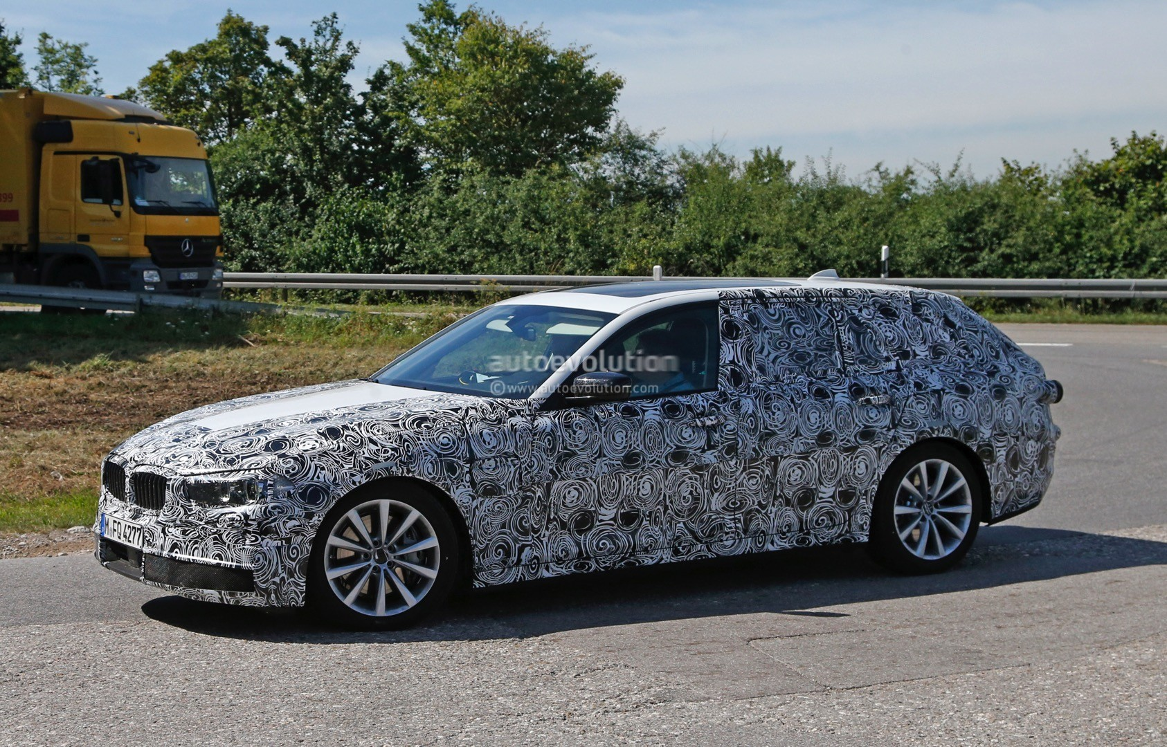 2017 BMW G31 5 Series Touring Spied, Prototypes Show New Front End ...