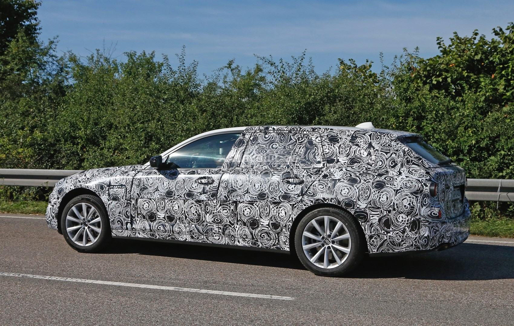 2017 bmw g31 5 series touring spied prototypes show new front end autoevolution. Black Bedroom Furniture Sets. Home Design Ideas