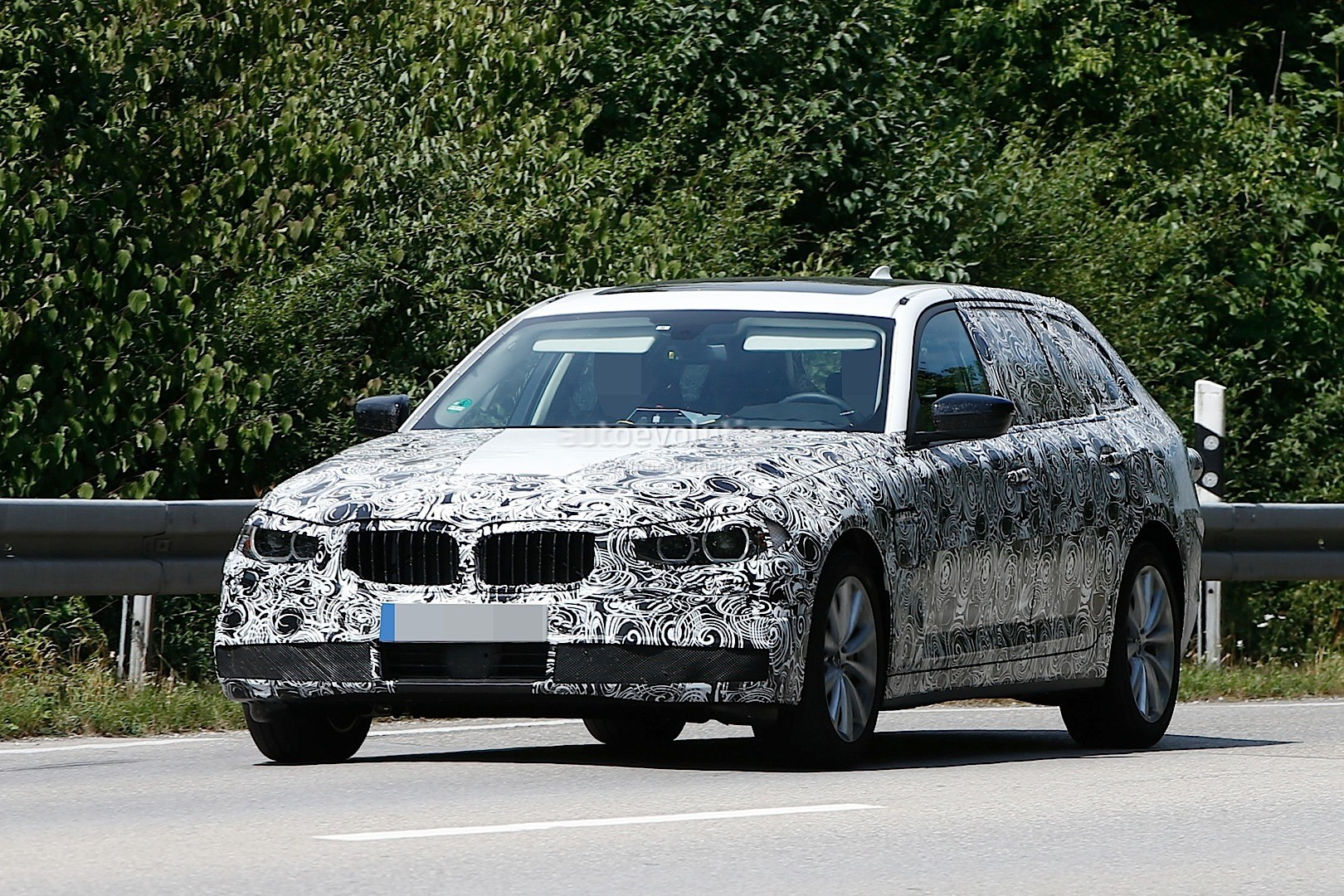 2017 bmw g31 5 series touring spied prototypes show new. Black Bedroom Furniture Sets. Home Design Ideas