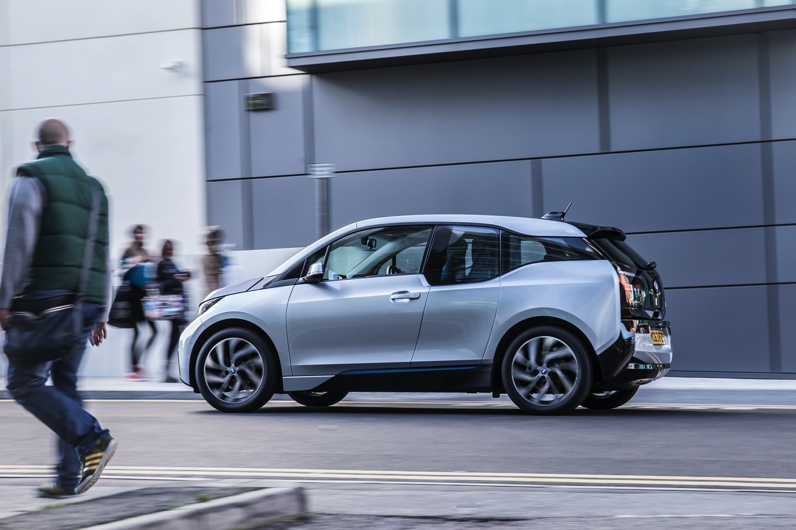 2017 Bmw I3 Promises 50 Percent More Range Autoevolution