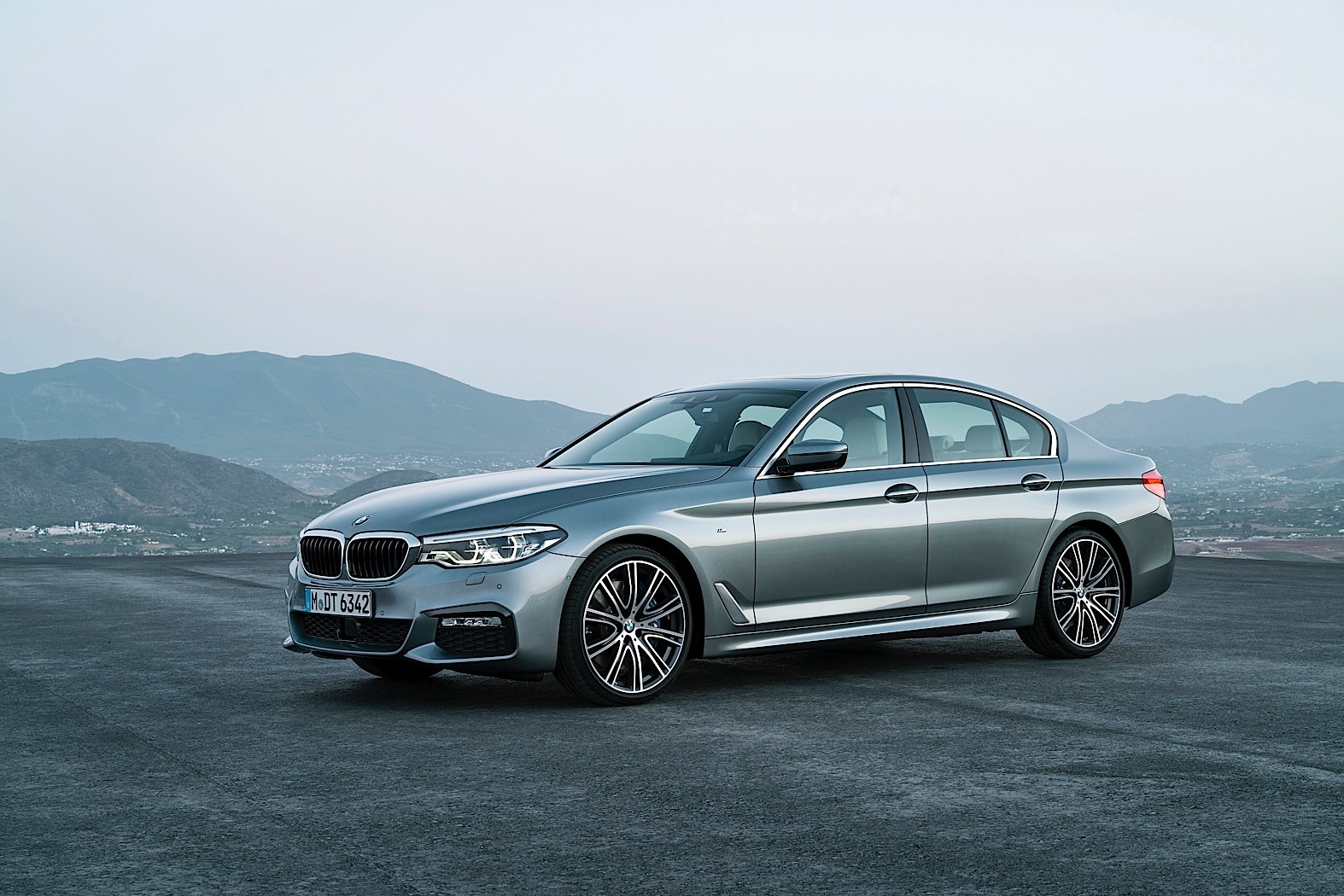 2017 BMW M550i xDrive (G30) Is Quicker Than the F10 M5 to