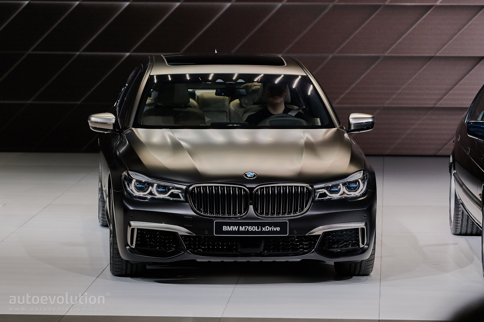 Alpina B7 2017 >> 2017 BMW M760Li xDrive Gets 10 Extra HP As It Chases the Alpina B7 in Geneva - autoevolution