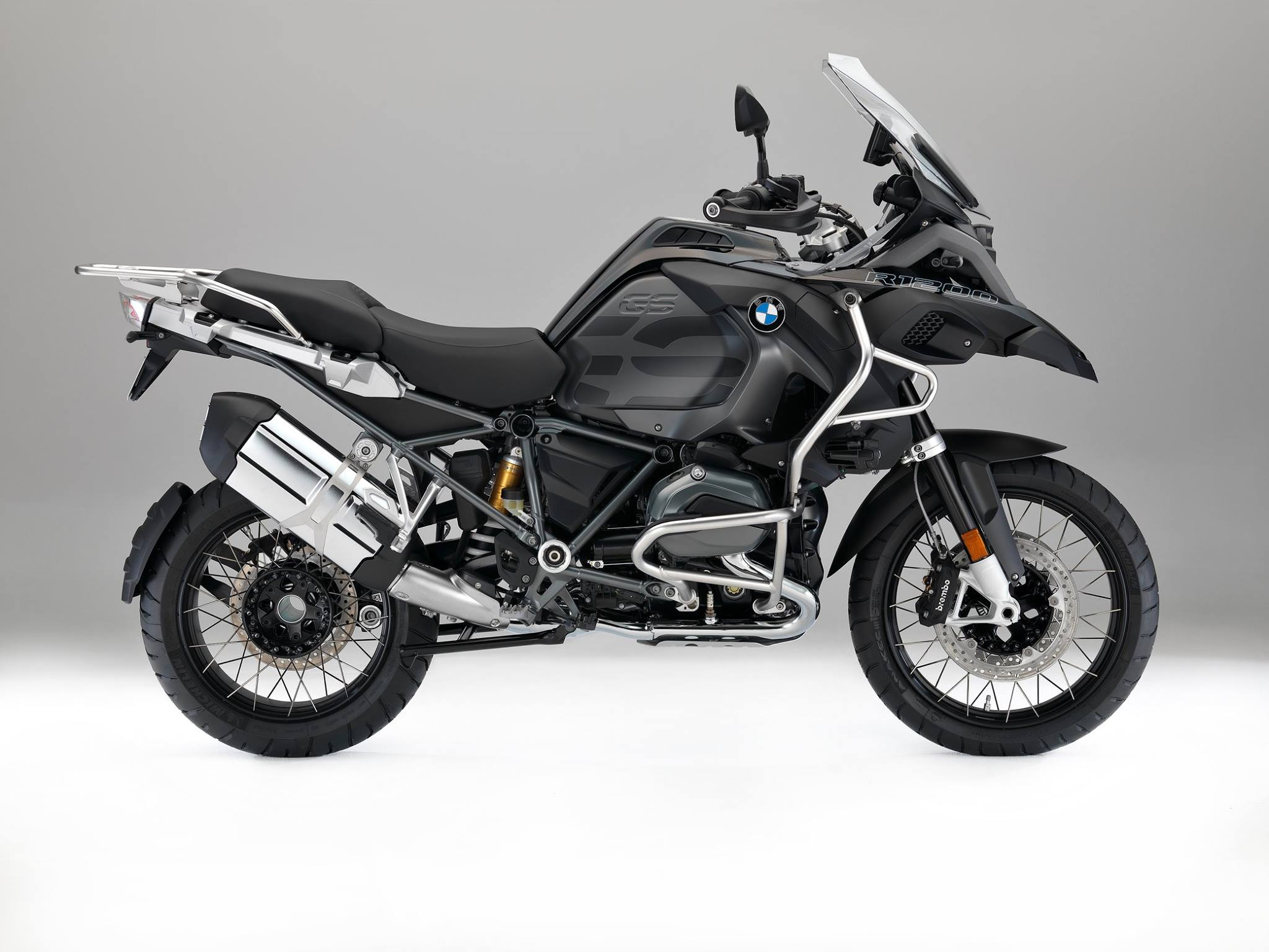 2017 bmw r1200gs adventure triple black looks sleek autoevolution. Black Bedroom Furniture Sets. Home Design Ideas