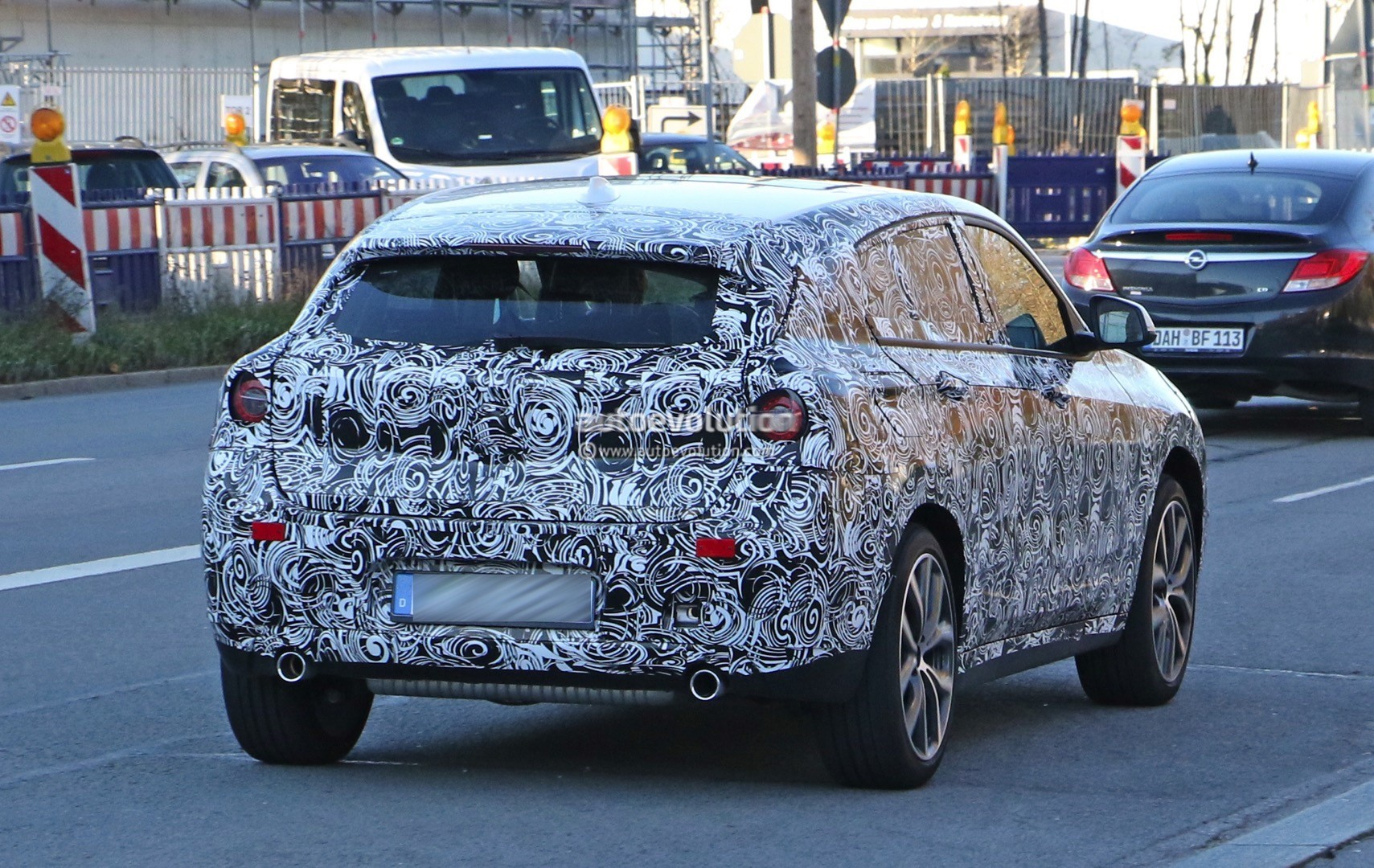 2017 bmw x2 spied in munich dressed in white autoevolution. Black Bedroom Furniture Sets. Home Design Ideas
