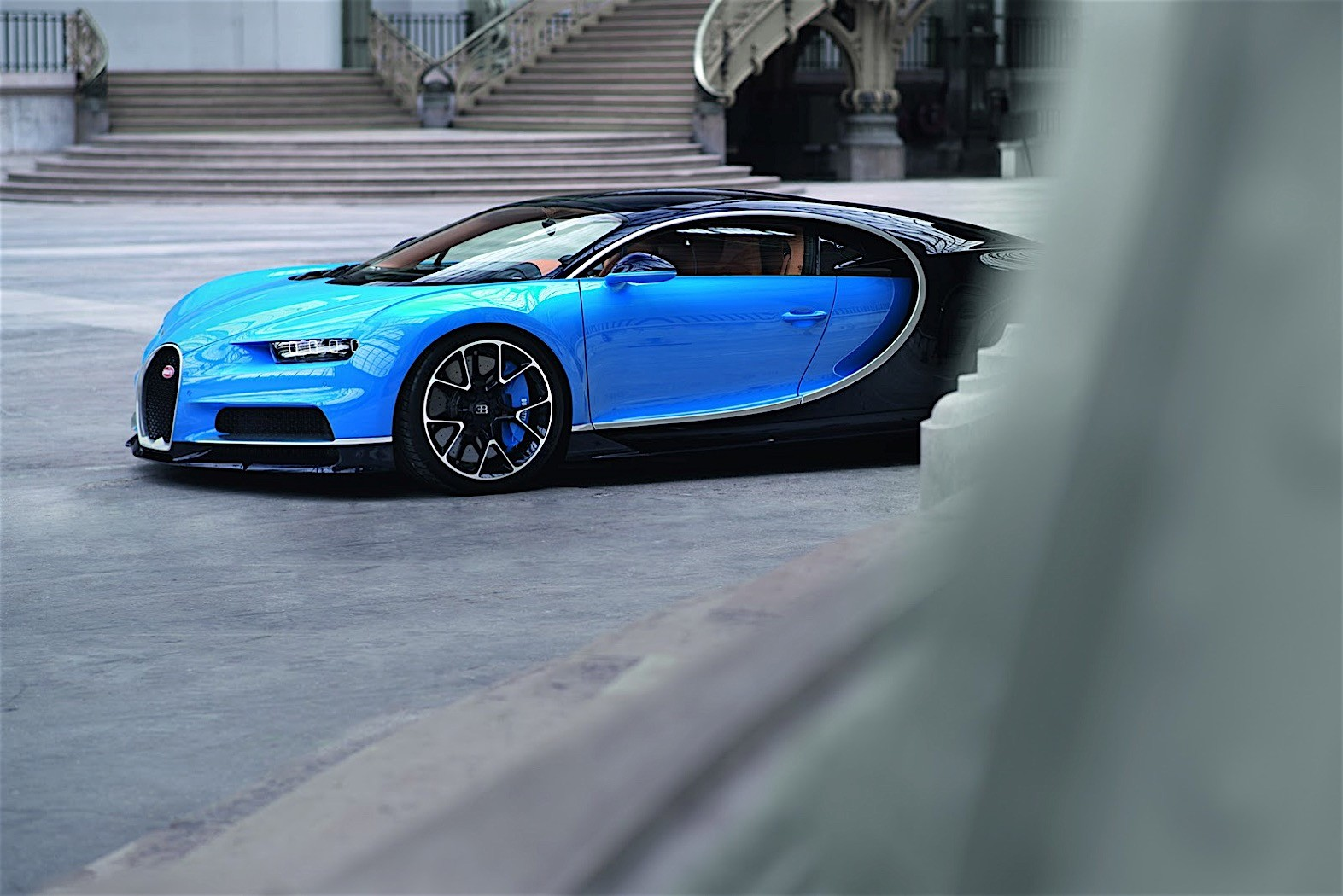 2017 bugatti chiron lets its quad turbocharged w16 loose. Black Bedroom Furniture Sets. Home Design Ideas
