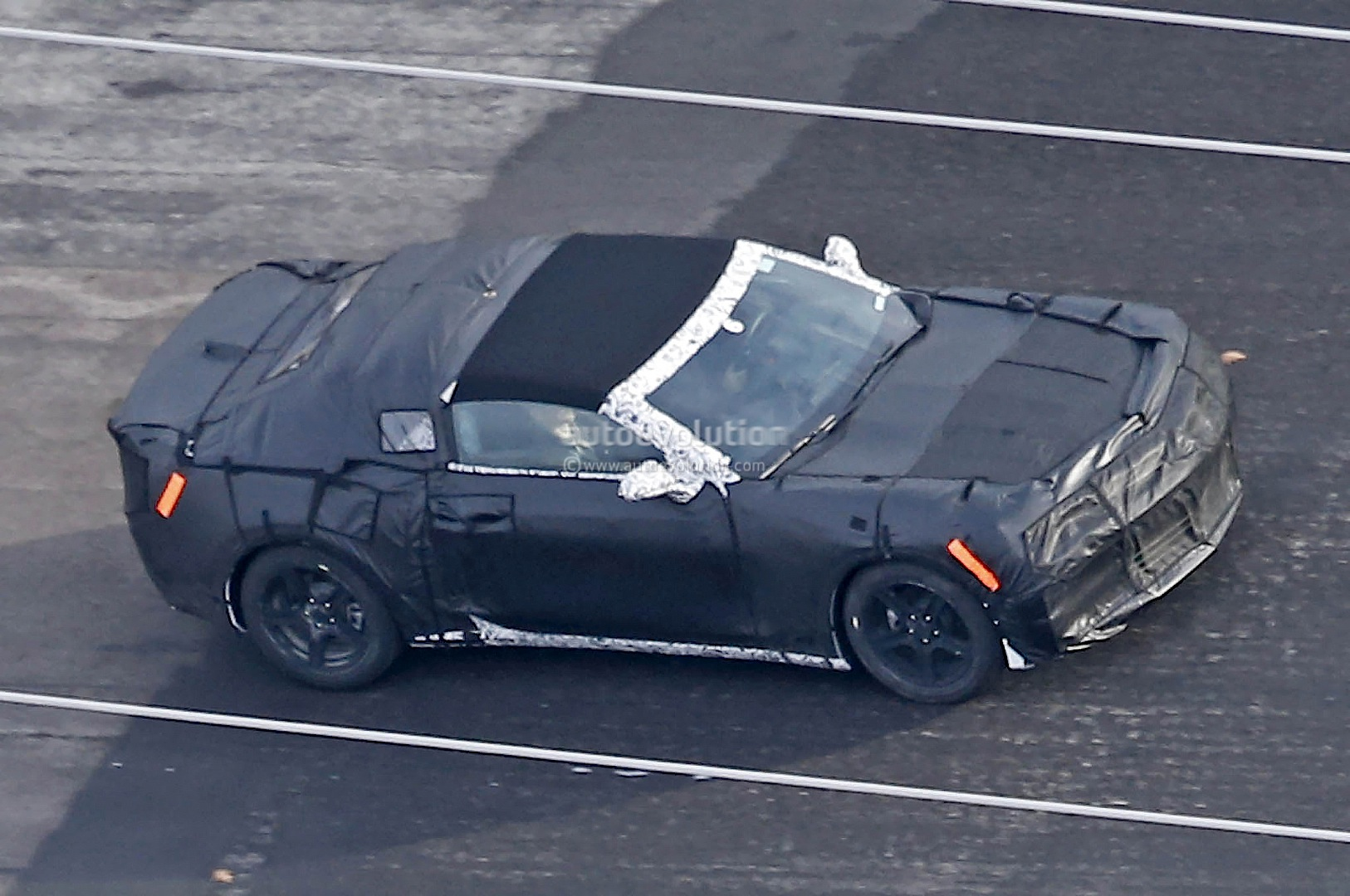 2017 chevrolet camaro convertible soft top roof spied autoevolution