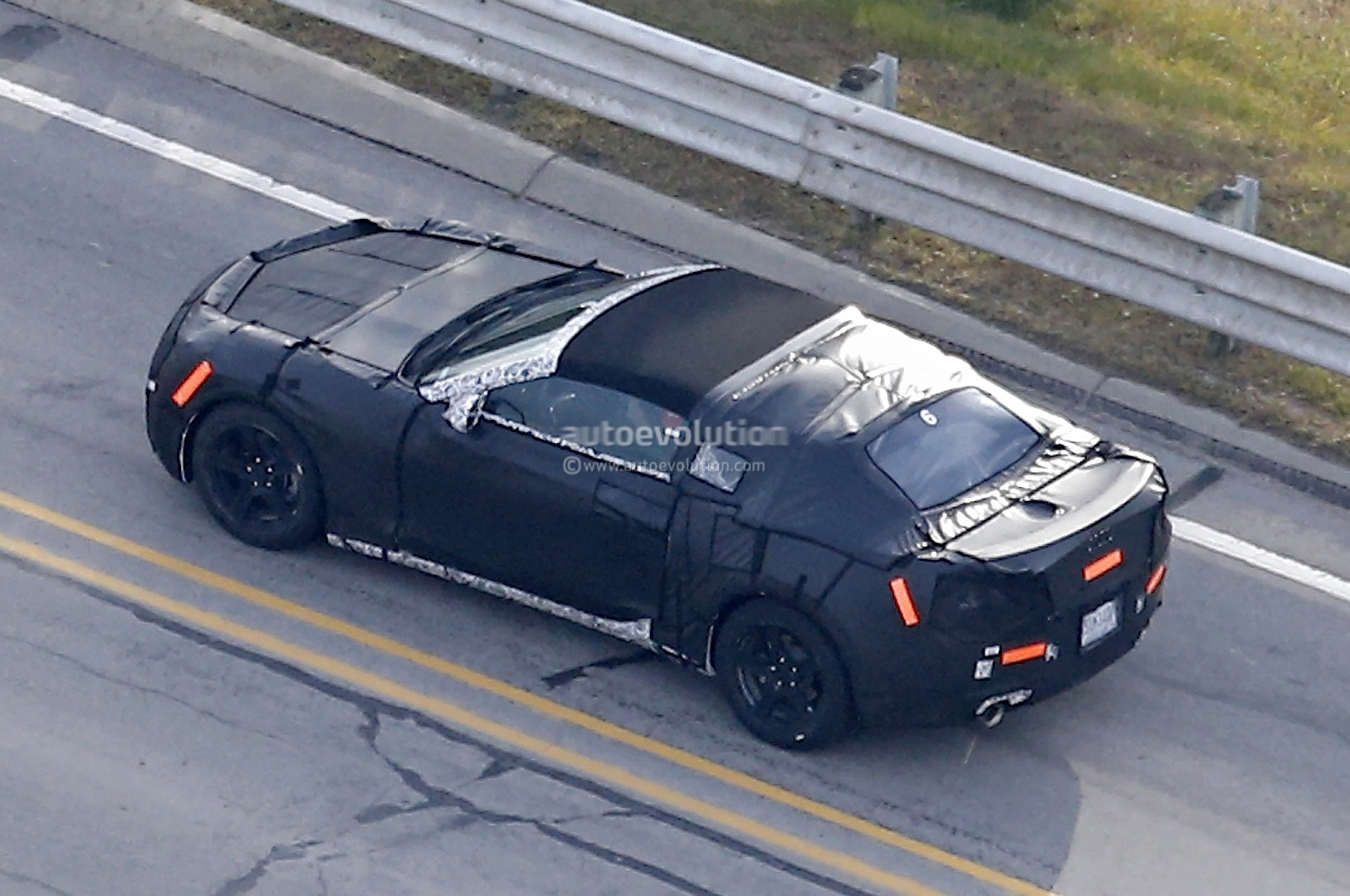 2017 chevrolet camaro convertible soft top roof spied autoevolution. Black Bedroom Furniture Sets. Home Design Ideas