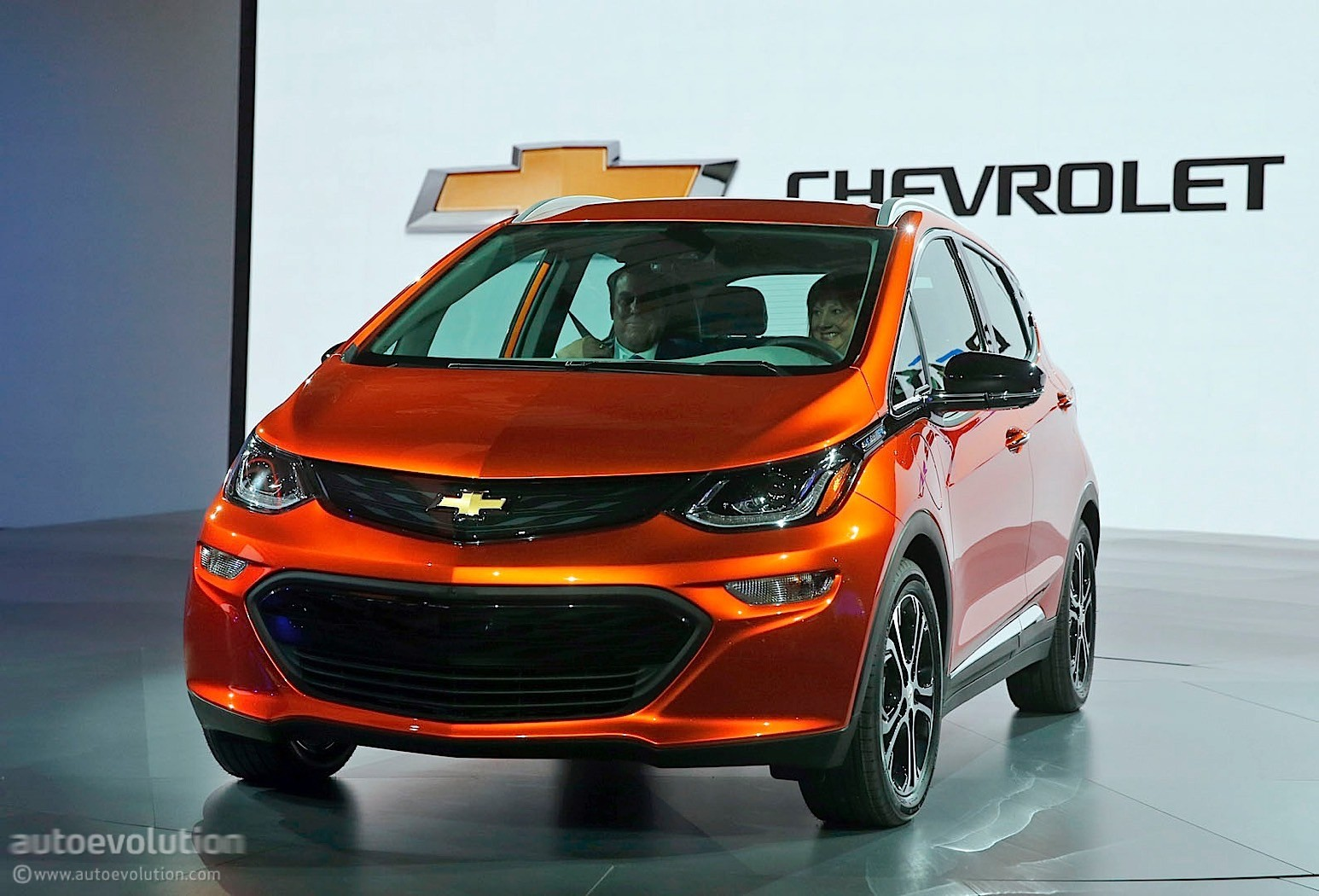 2017 chevrolet bolt one pedal driving mode made possible. Black Bedroom Furniture Sets. Home Design Ideas