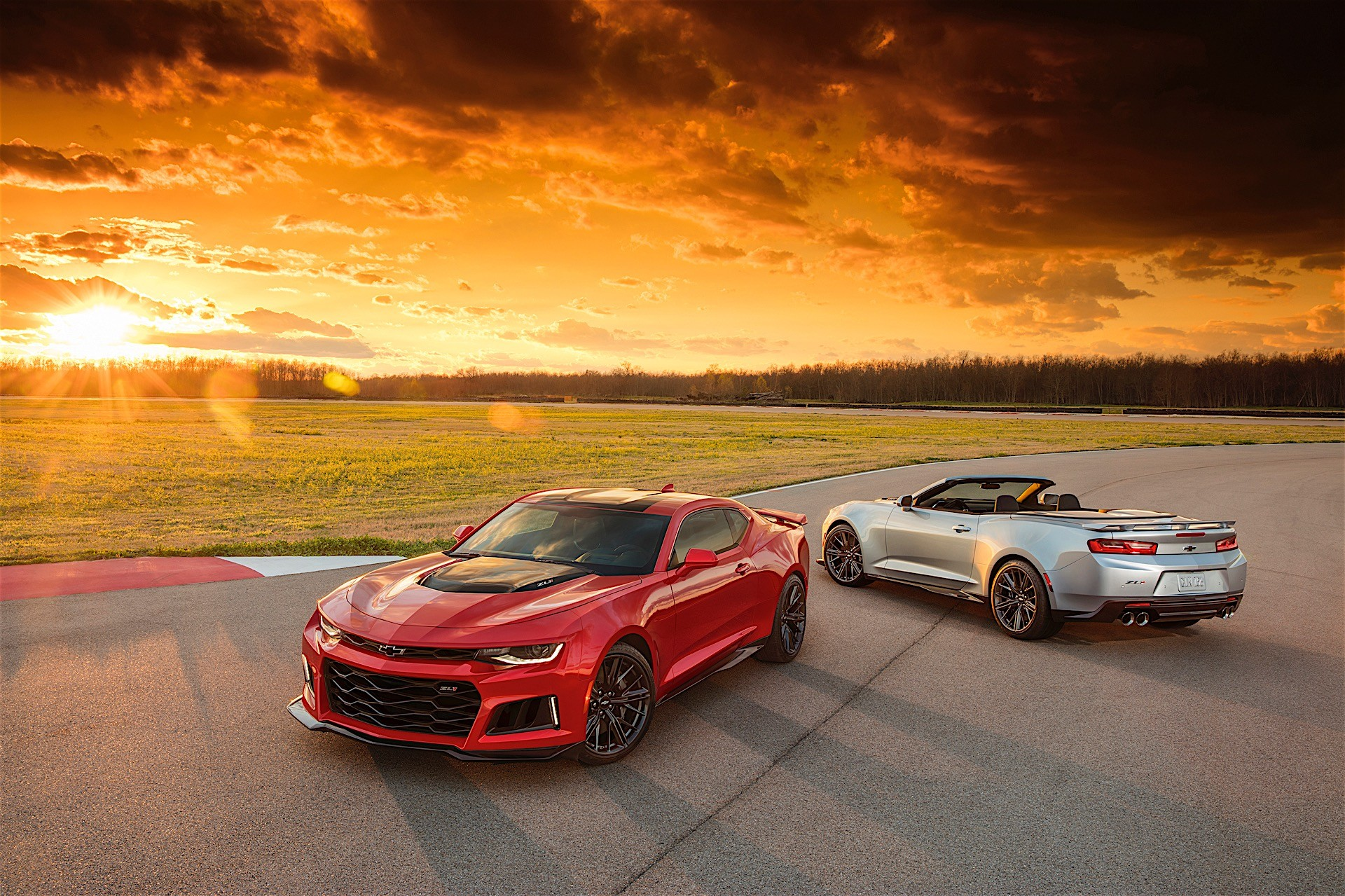 2017 Chevrolet Camaro Zl1 Convertible Brings Its Soft Top In New York Autoevolution