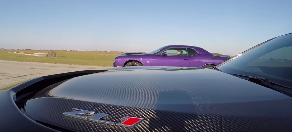2017 Chevrolet Camaro Zl1 Drag Races Dodge Challenger Hellcat Regrets It Autoevolution