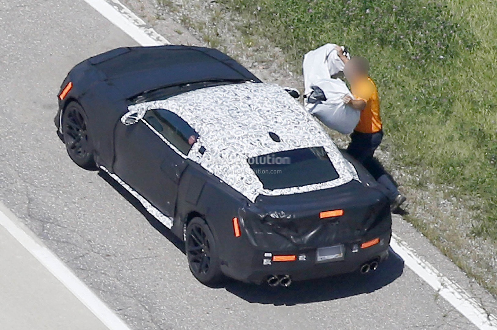 2017 Chevrolet Camaro Zl1 Spied Here Are The Differences